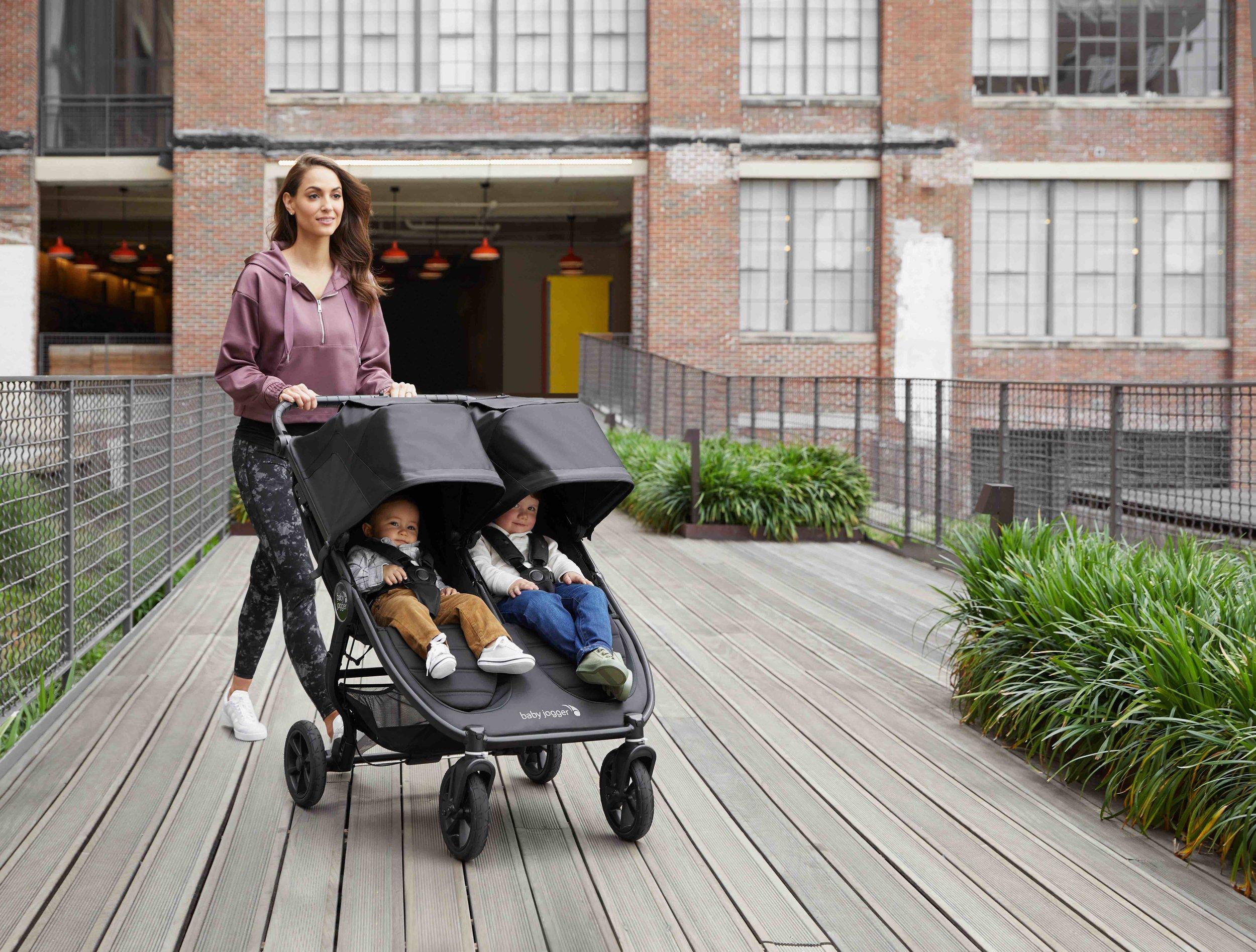 baby_jogger_city_mini_gt2_double_hero_lifestyle_1_058.jpg