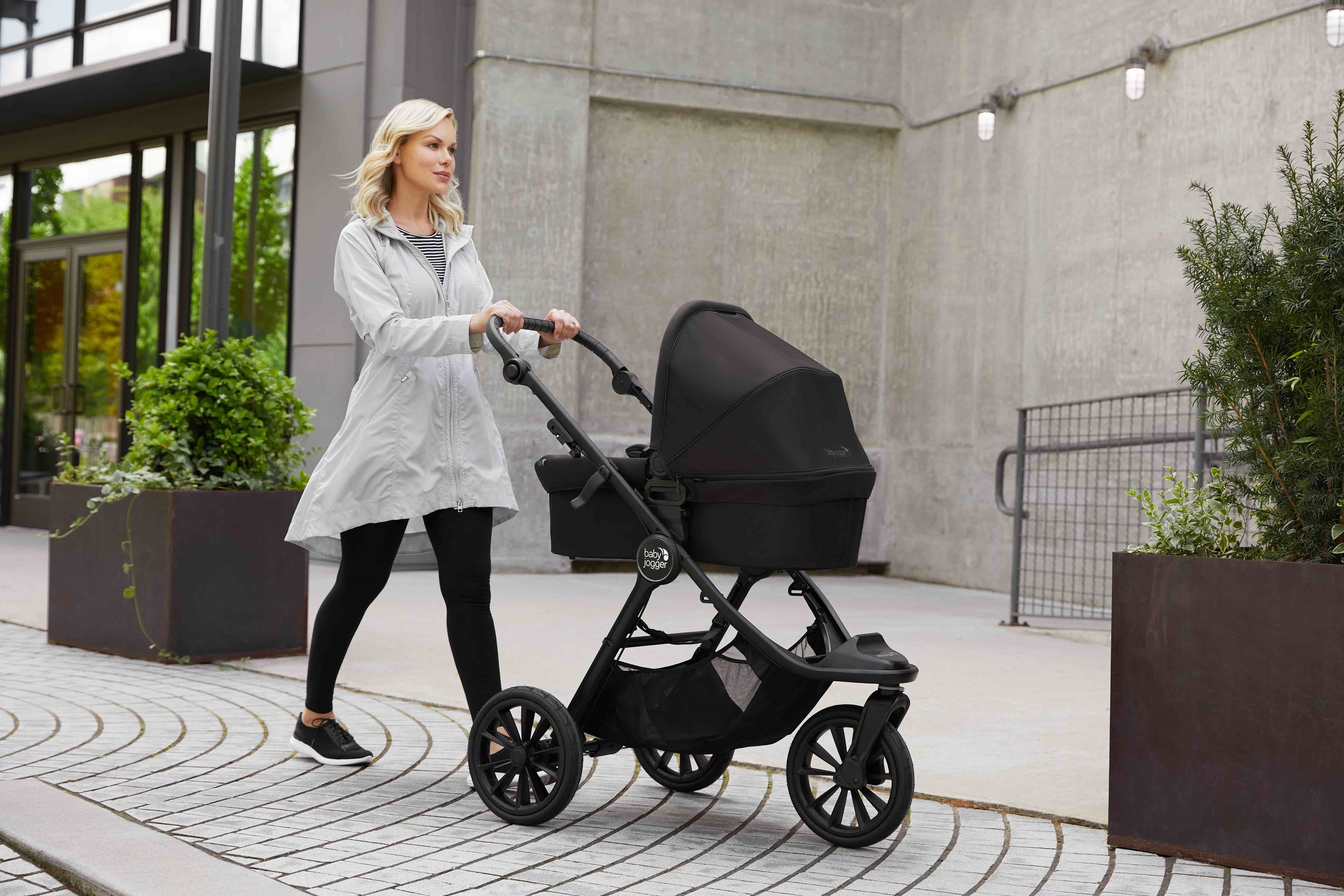 baby_jogger_city_elite_2_lifestyle_pram_in_stroller_082.jpg
