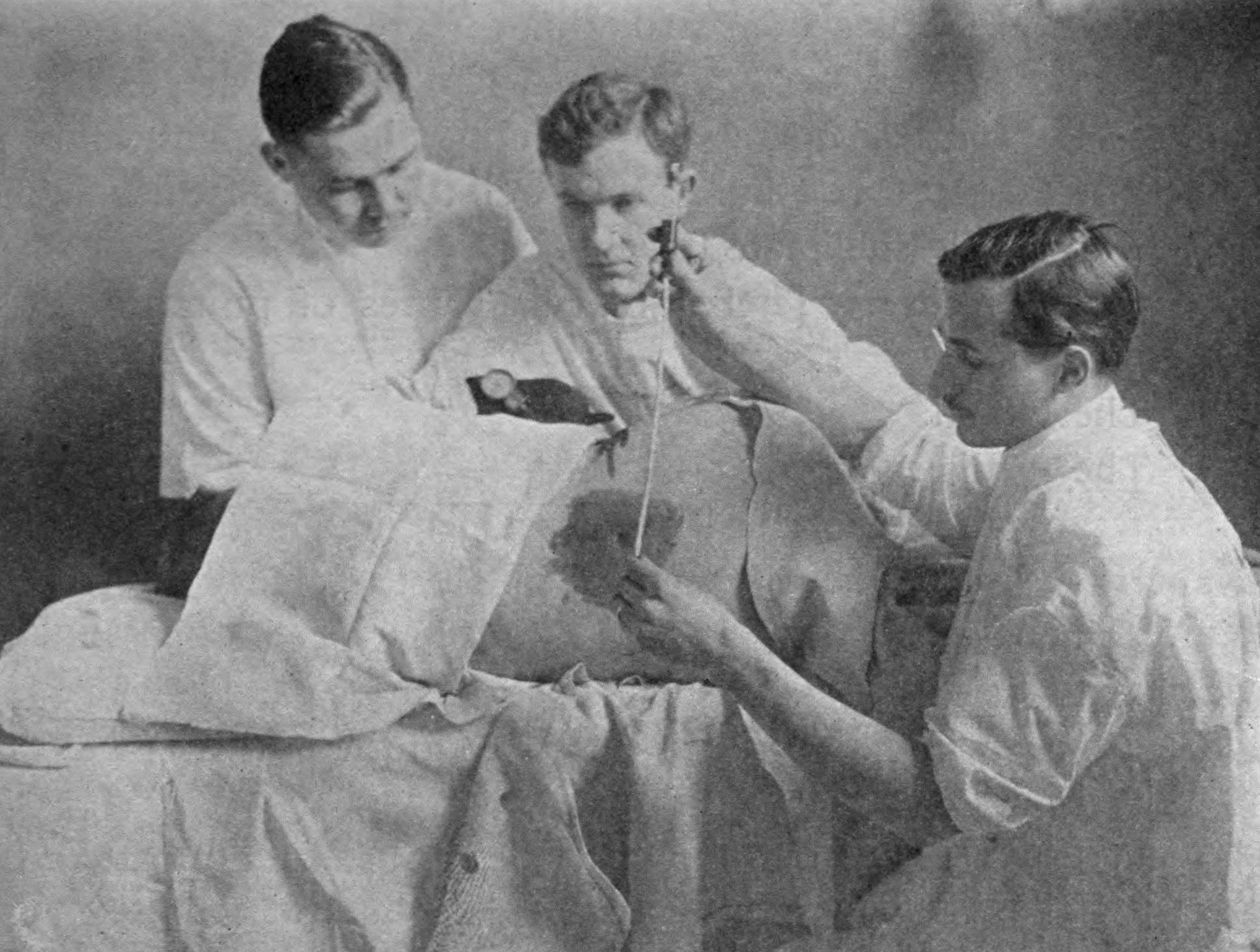 https://commons.wikimedia.org/wiki/File:Meningitis_-_Lumbar_puncture.jpg