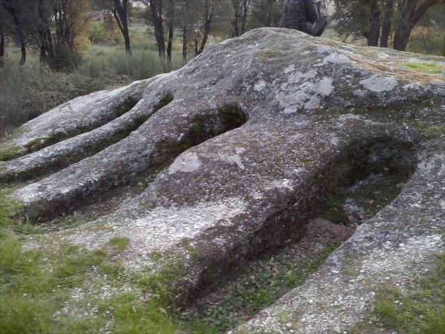 Graves in Midois.jpg