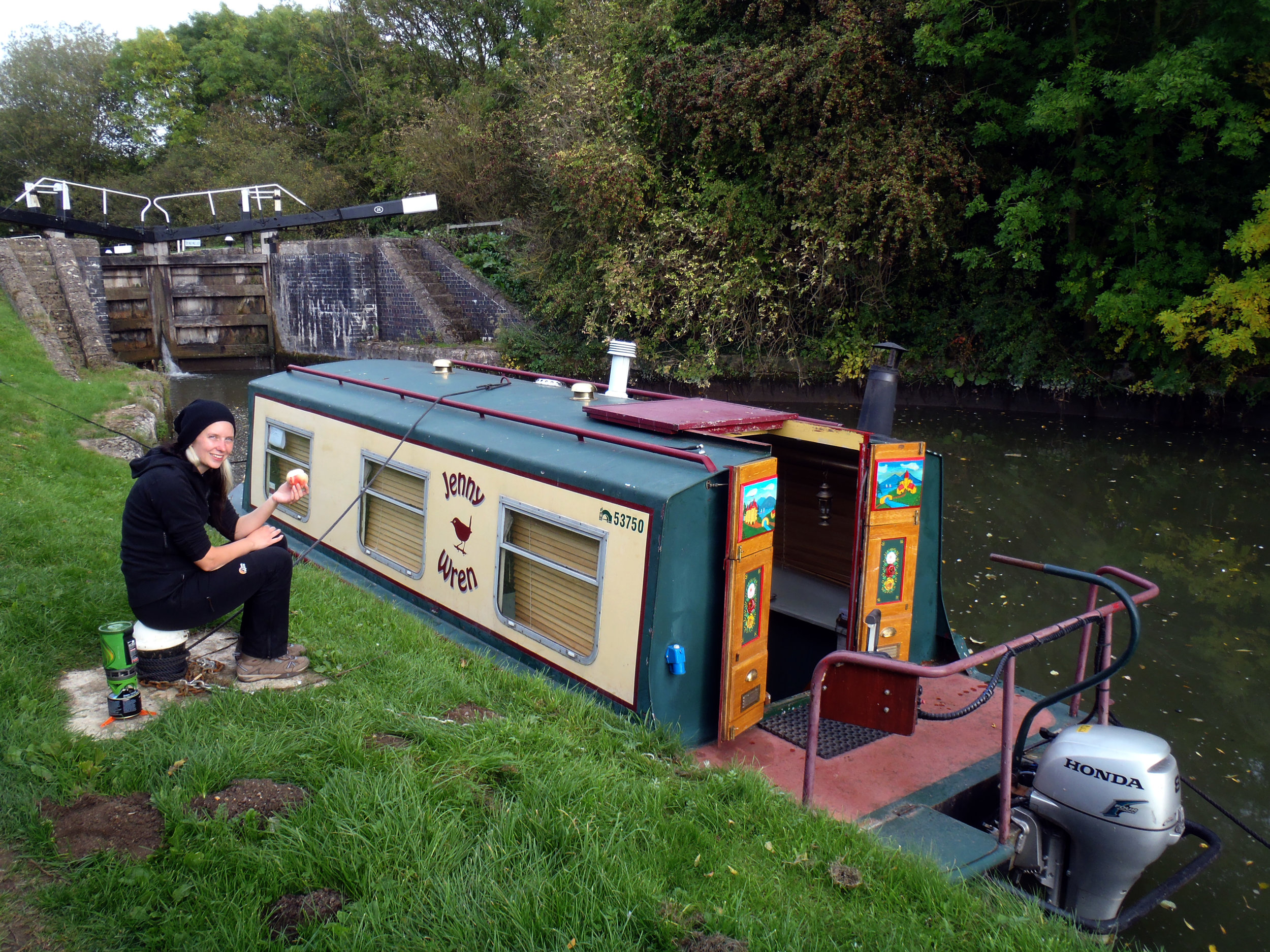 Phoebe and her narrowboat at the lock minutes after she'd bought it. 📷by  Phoebe Smith