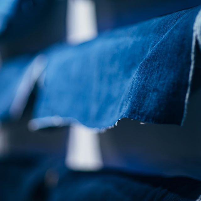 We are so excited to see @levis partnering up with @jeanologia, distressing jeans for that worn look right at the point of purchase. This is a big step in the right direction for clothing automation, localization, and customization!  #techstyle #fashiontech