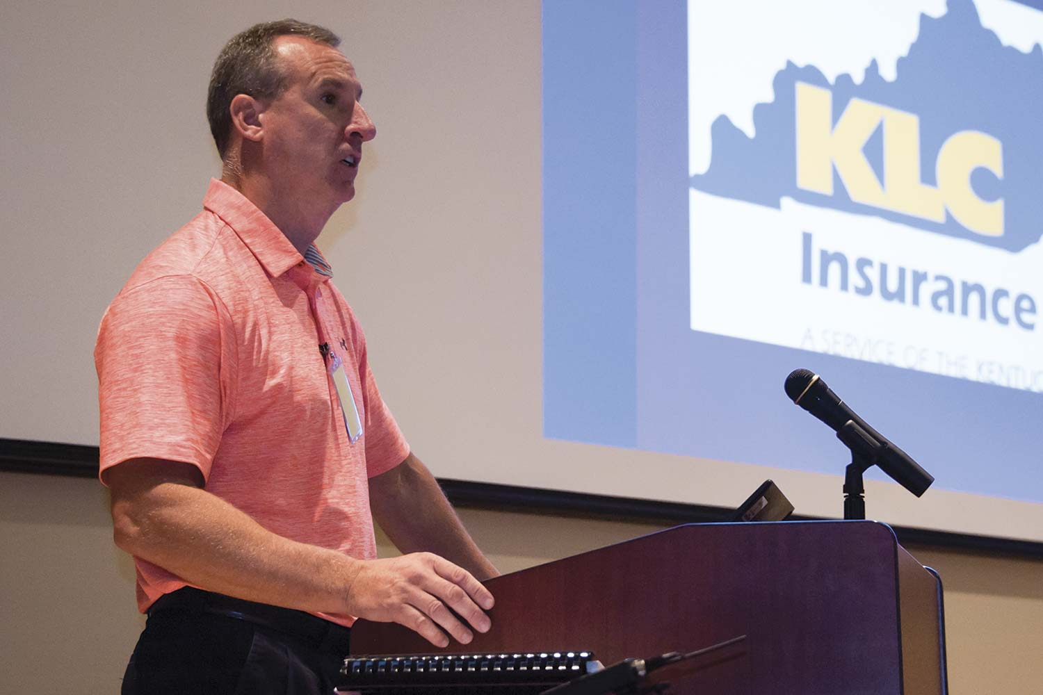 Kentucky League of Cities Law Enforcement Consultant Troy Pitcock speaks during a drone training conducted by KLC. Training regarding topics that might include risk of injury or litigation are an important part of KLC's mission to mitigate risk. (Photo by Jim Robertson)