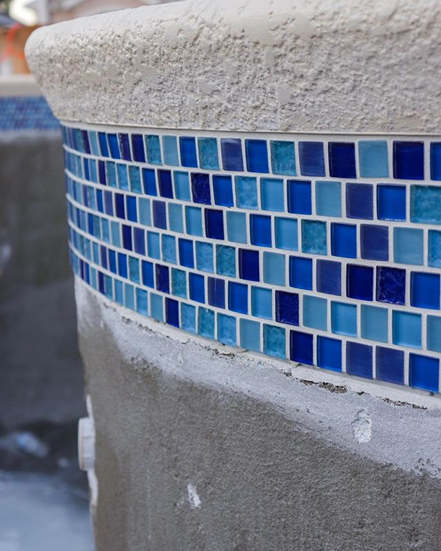 Been swamped with a lot of resurfacing work lately and this was one of the few that went with glass mosaic tiling . There's some people that think these will date quickly or not age well but we've got to remember that mosaic tiles have been in style since the romans started laying them out thousands of years ago!