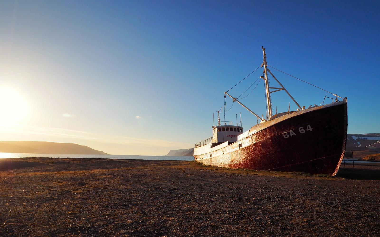 2016-iceland-latrabjarg-cliffs-04.jpg
