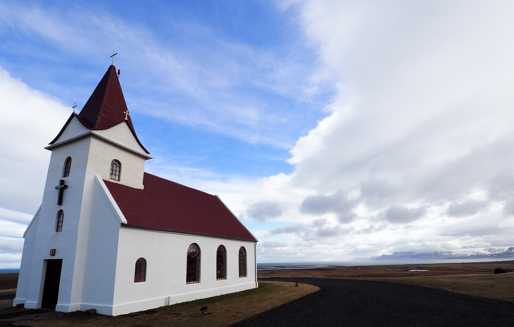 2016-iceland-chapel-by-the-sea-02.jpg