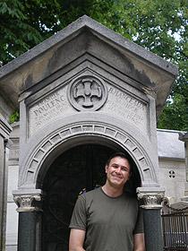 David Conte at the grave of Francis Poulenc Pere lachaise cemetery, 2007