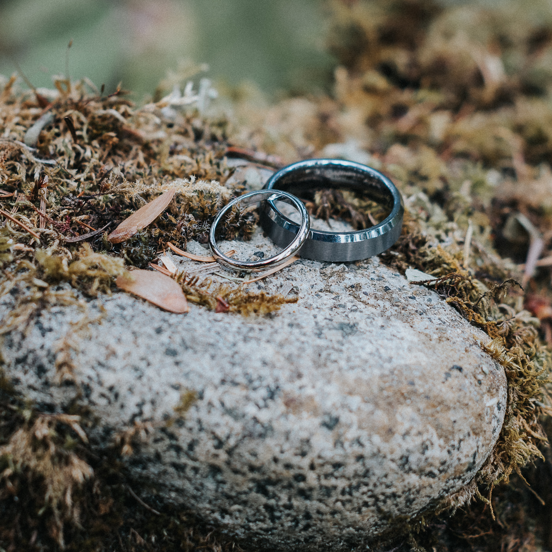 2cedarsphoto-rustic-forest-wedding-rings.jpg