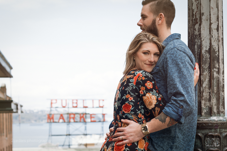 pike place market engagement photos