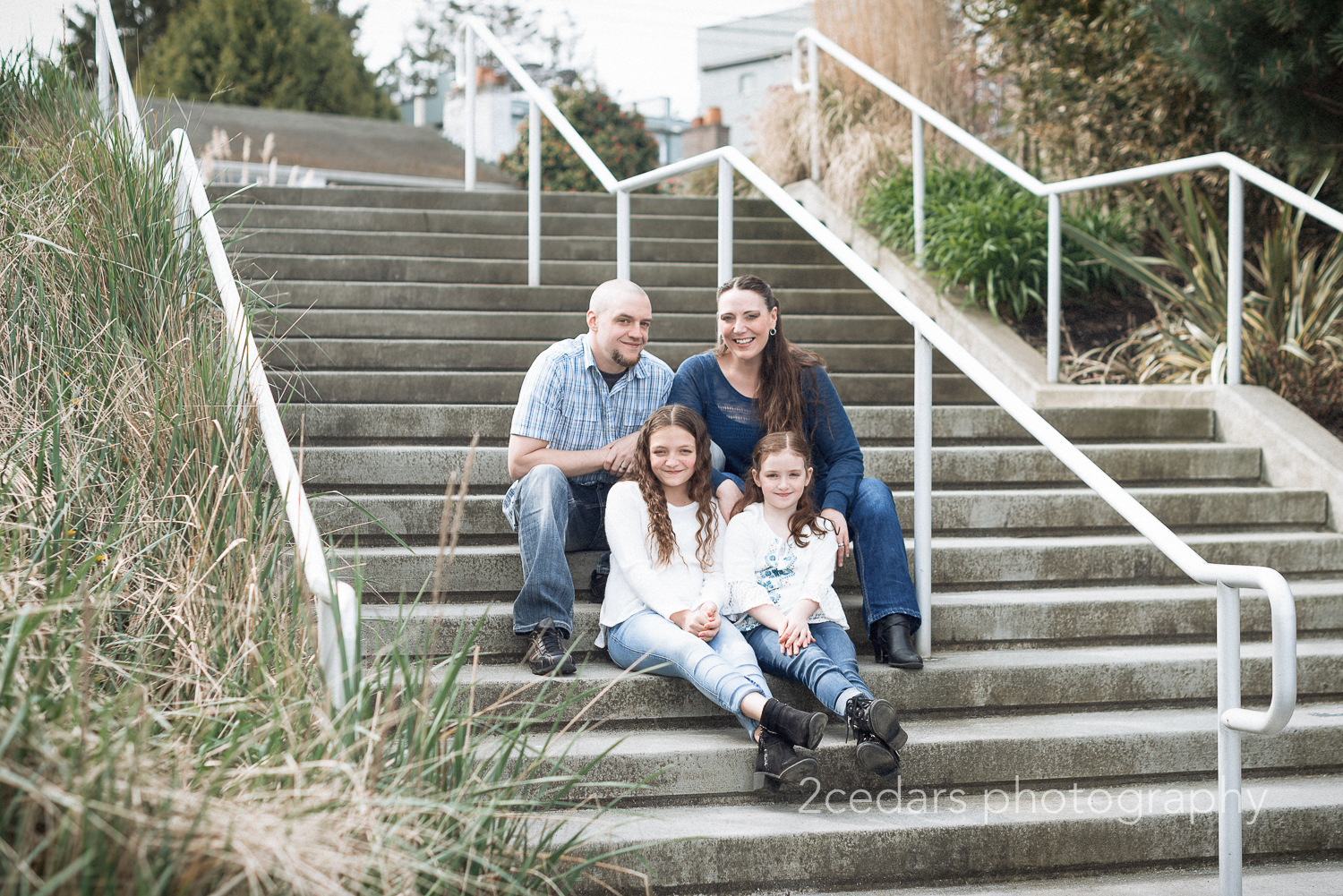 2 Cedars Photography - Family Photos at Alki Beach in West Seattle