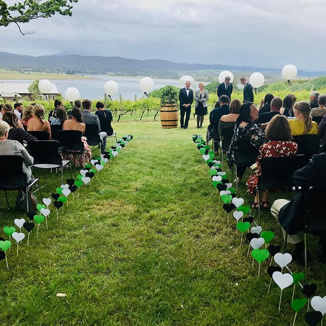 Just 💕 these ceremony lawn decorations  #taswedding #tamarvalley #riverviews #waitinggroom #vineyardwedding #weddingballoons #aisleperfect