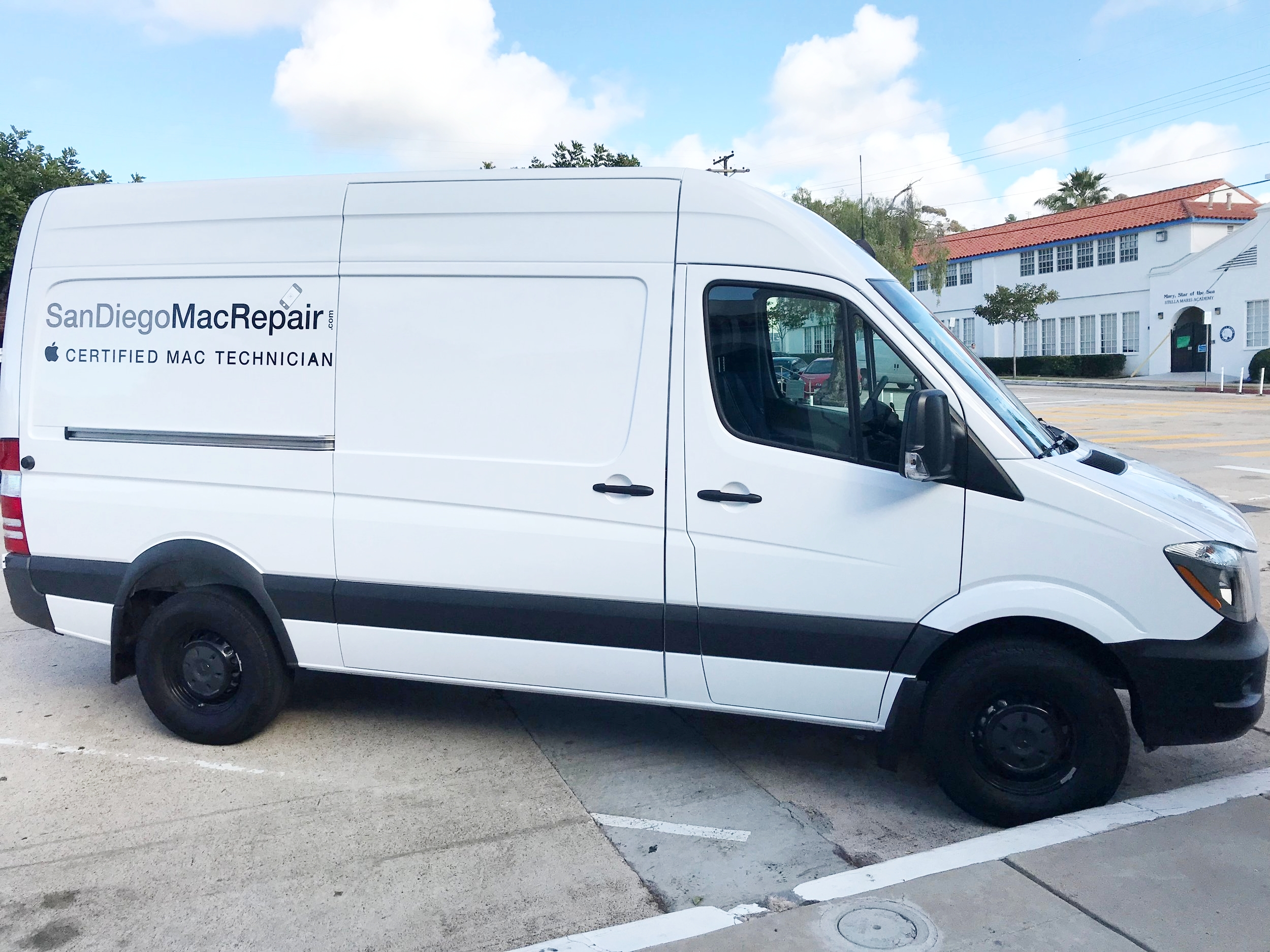 San Diego Mac Repair mobile iPhone iPad Mac repair service including Ring doorbell installation service around La Jolla 92037 and 5 miles. Also offering one on one Mac support in your home business. Install wifi mesh network.