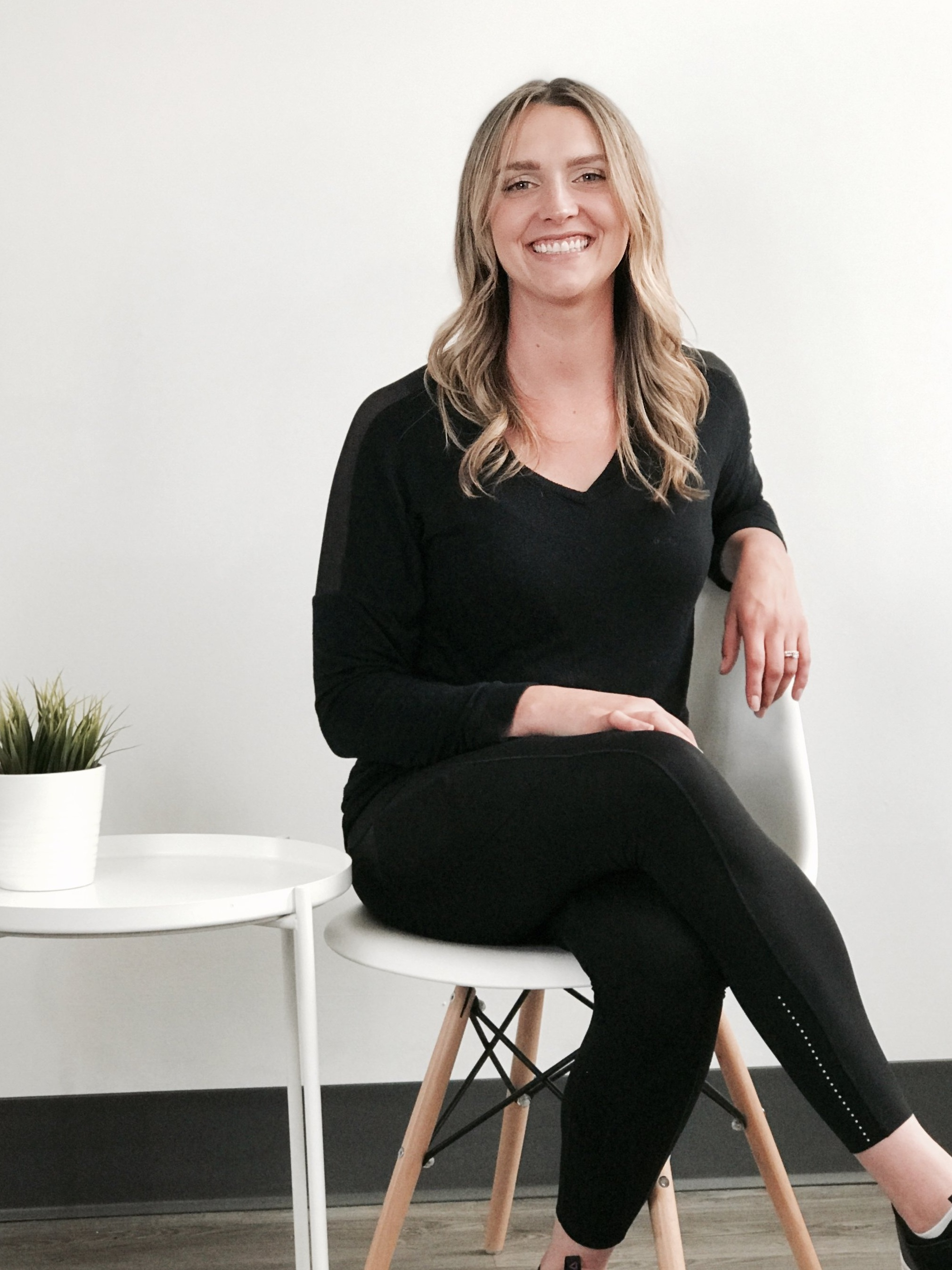 Carolyn Chylia, R. Kin., FST Registered Kinesiologist and Fascial Stretch Therapist