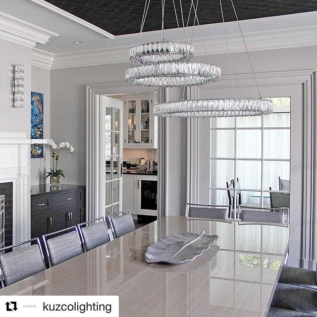 #Repost @kuzcolighting with @get_repost ・・・ Exquisite diamond-cut clear crystals reflect light to create awe-inspiring moments. The Solaris collection is available in arrangement options for any space. #kuzcolighting #diningroom #diningspace #lighting #interiordesign #designer #homefashion #newhome #custom #renovation #wow #cool #yql _⠀⠀