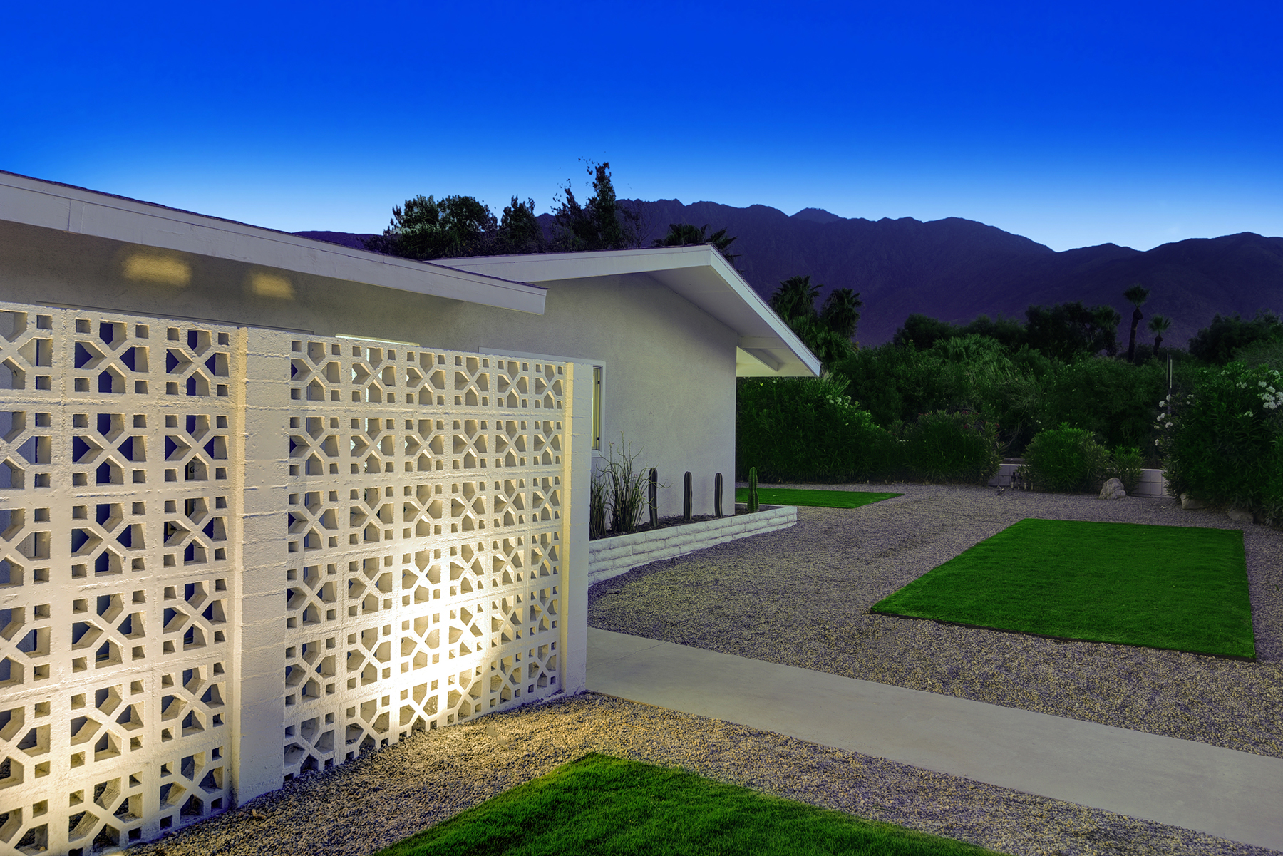 BREEZE BLOCK ENTRY TO MOUNTAINS NIGHT RS.jpg