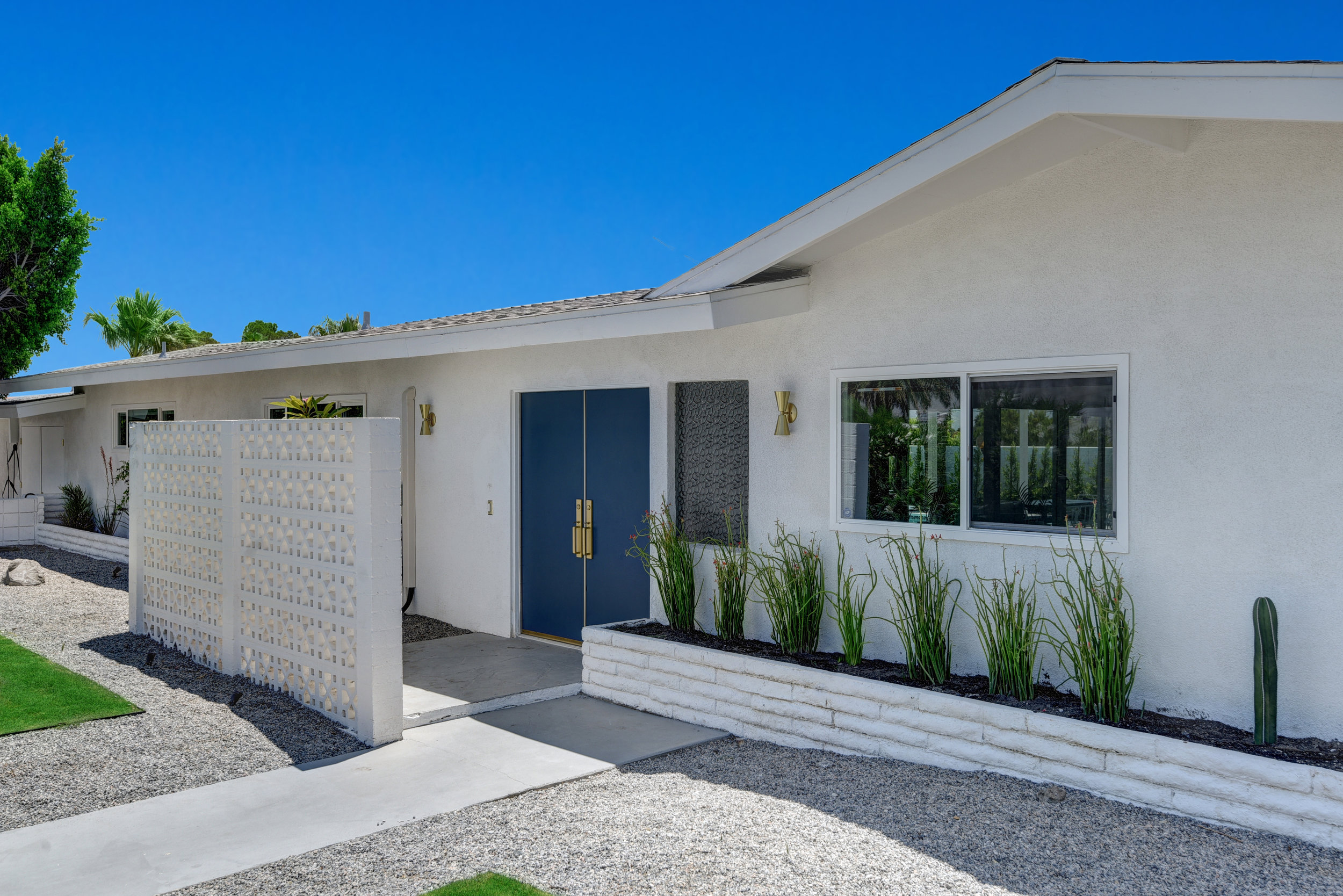 FRONT ENTRY WITH BREEZE BLOCK.jpg