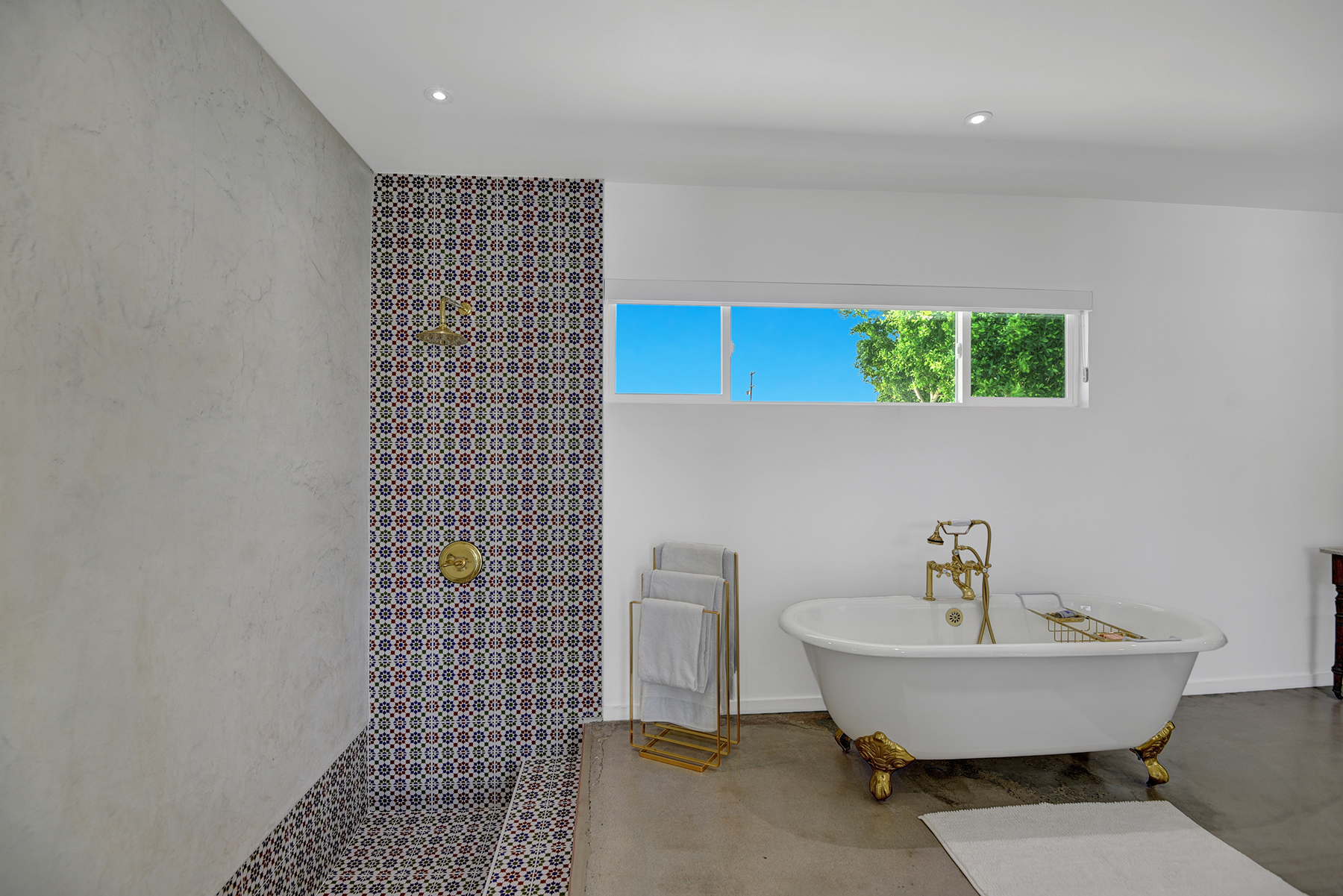 MASTER BATHROOM SHOWER AND TUB RS.jpg