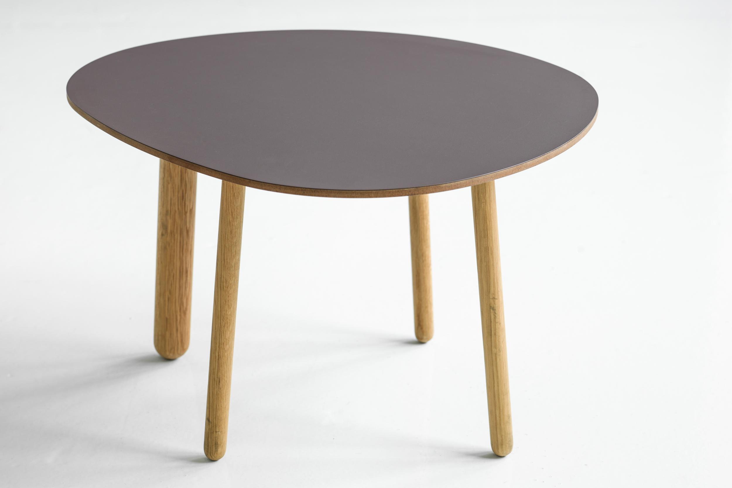 Morris coffee table model 1 in a special color sarmiento