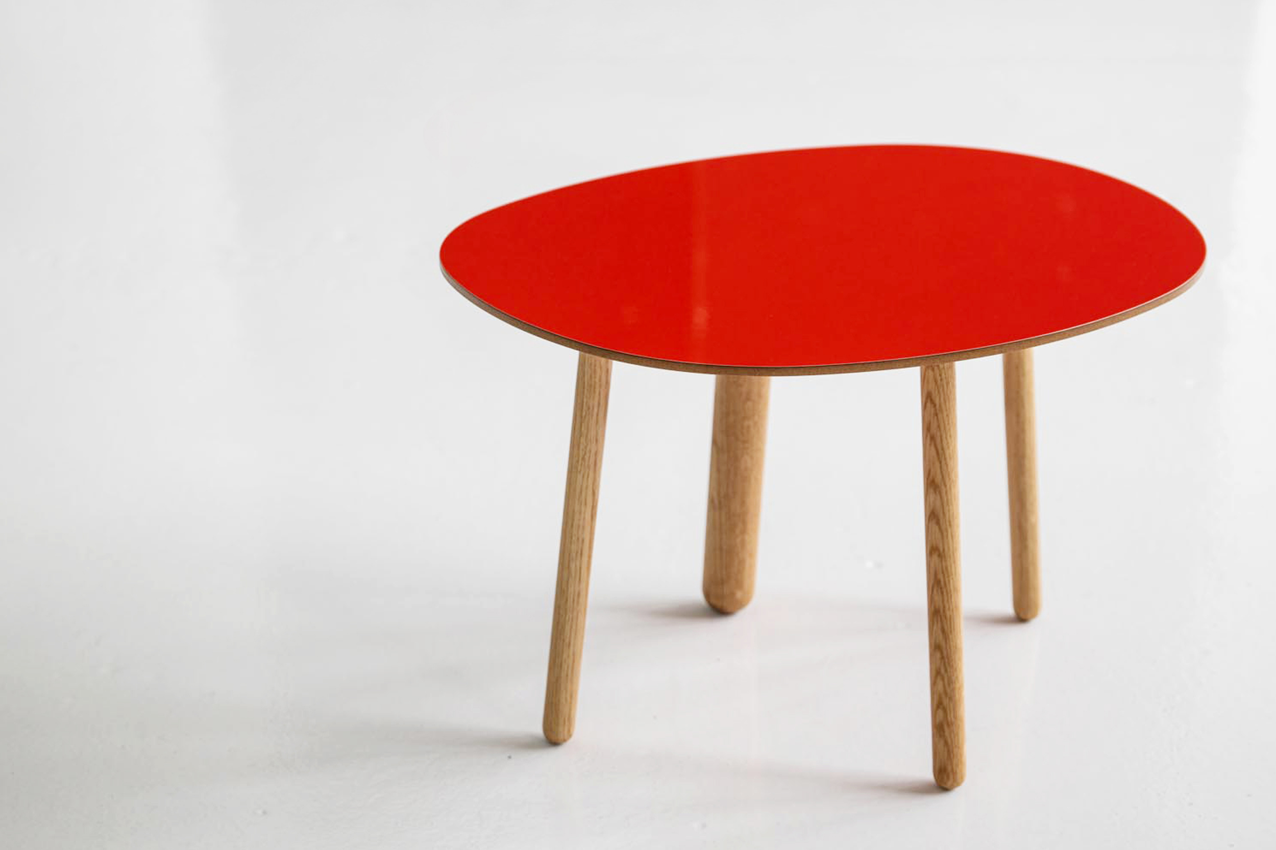 Morris coffee table model 2 in glossy red