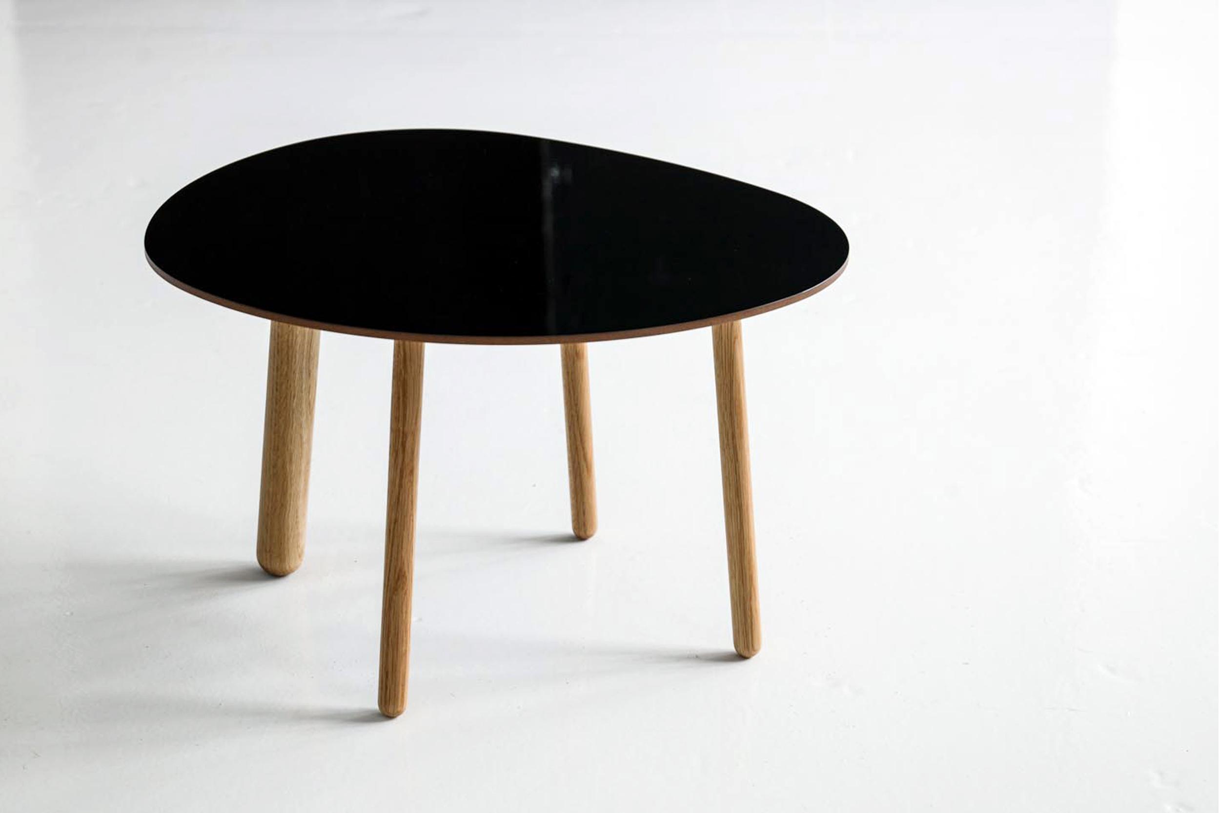 Morris coffee table model 1 in glossy black