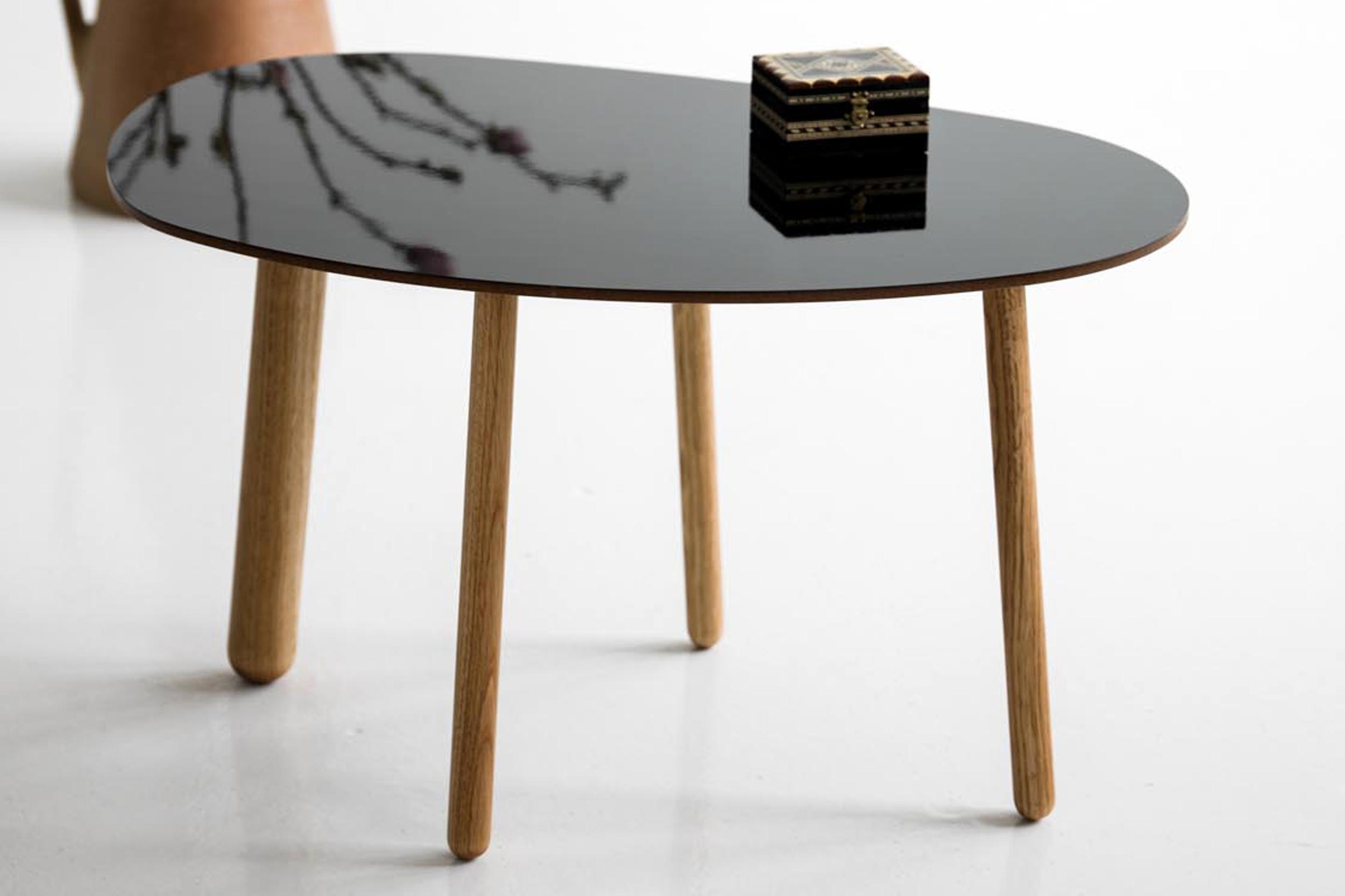 Morris coffee table model 4 in glossy black