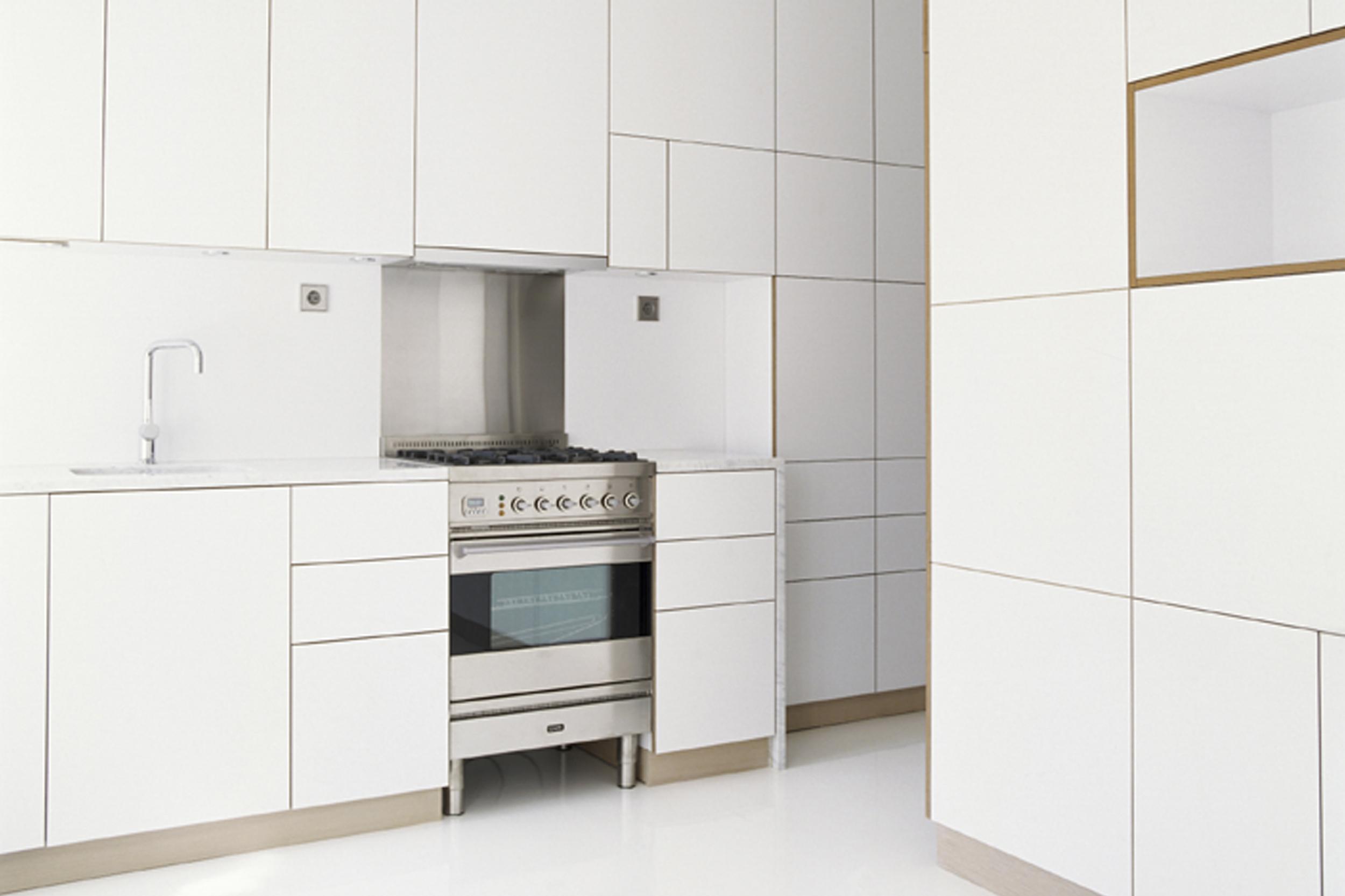 White modern kitchen by Habitek
