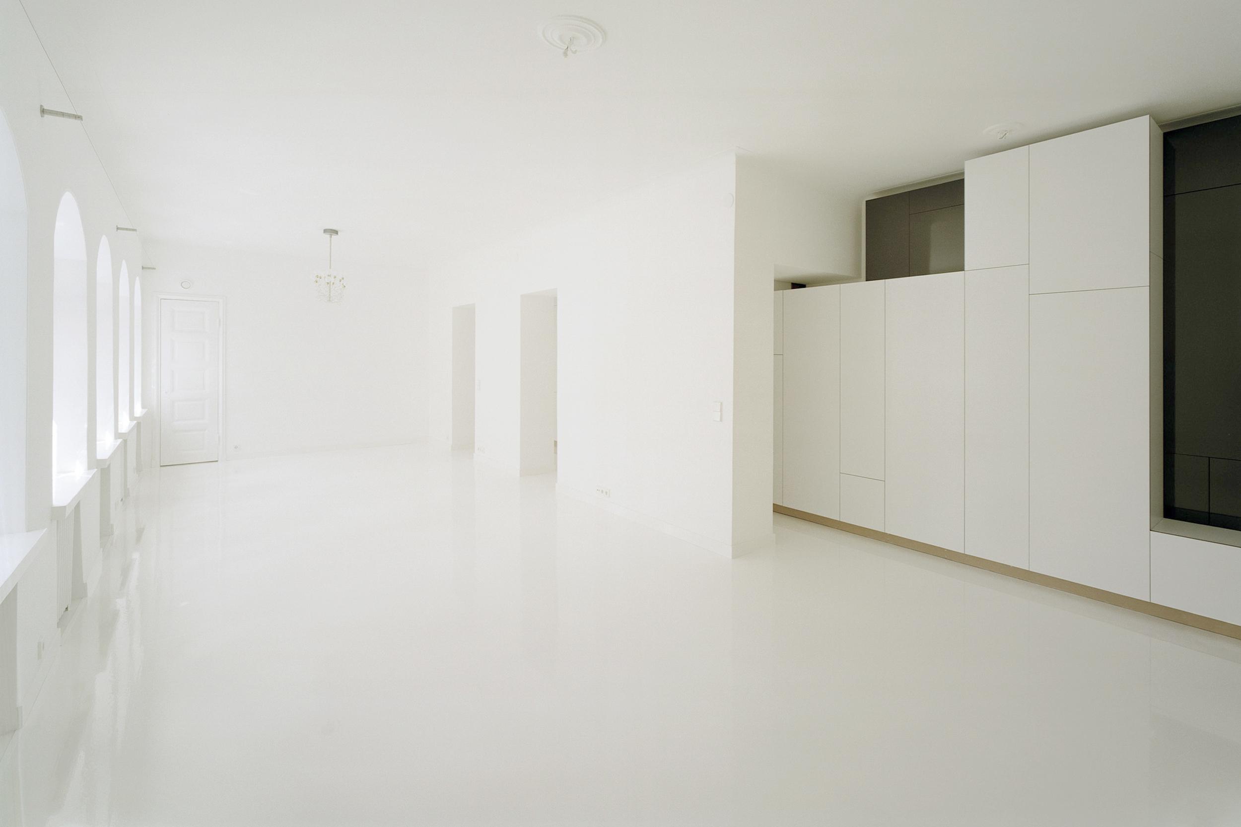 White Solaris cabinets by Habitek