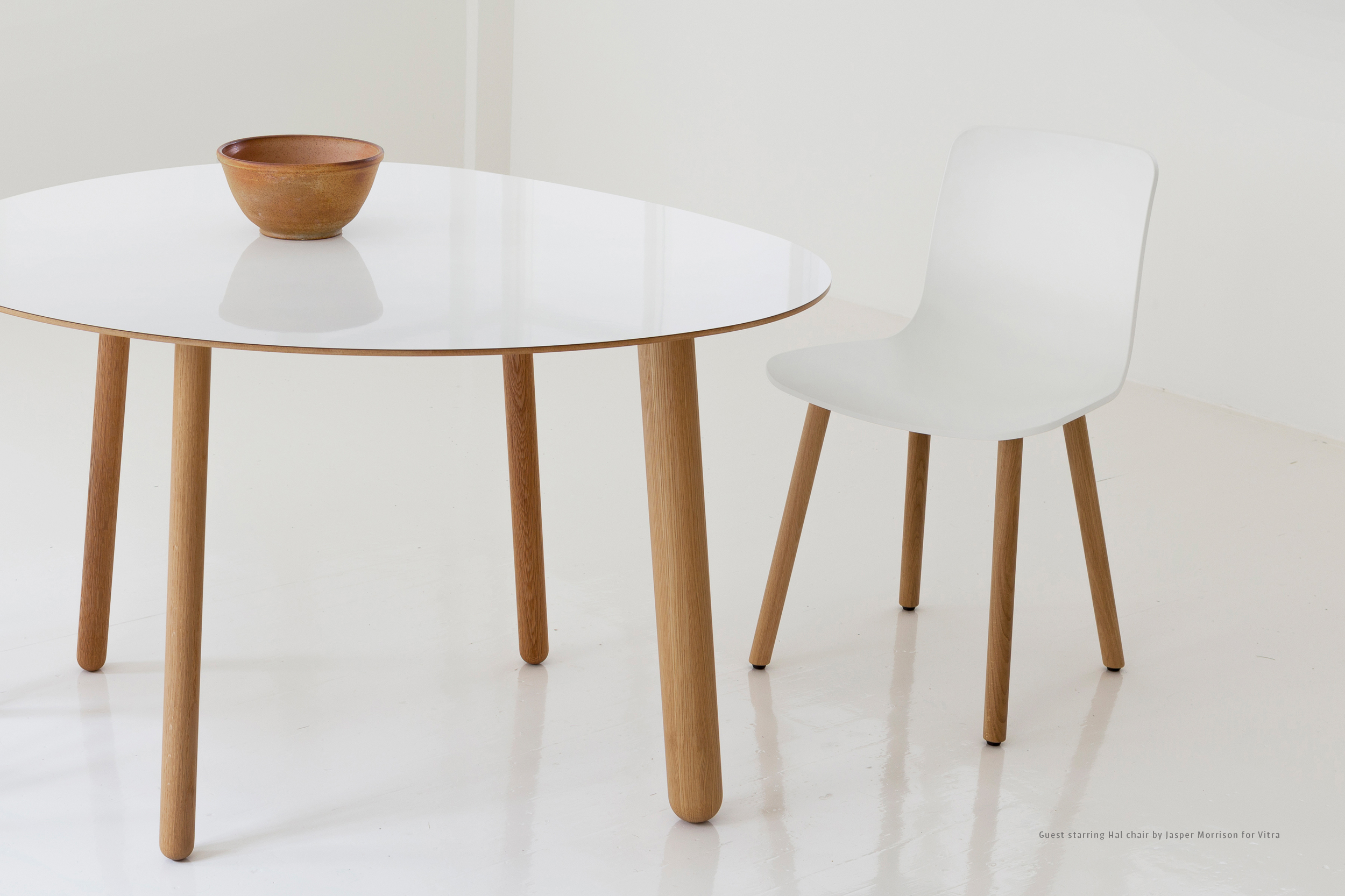 White Morris  dinner table by Habitek