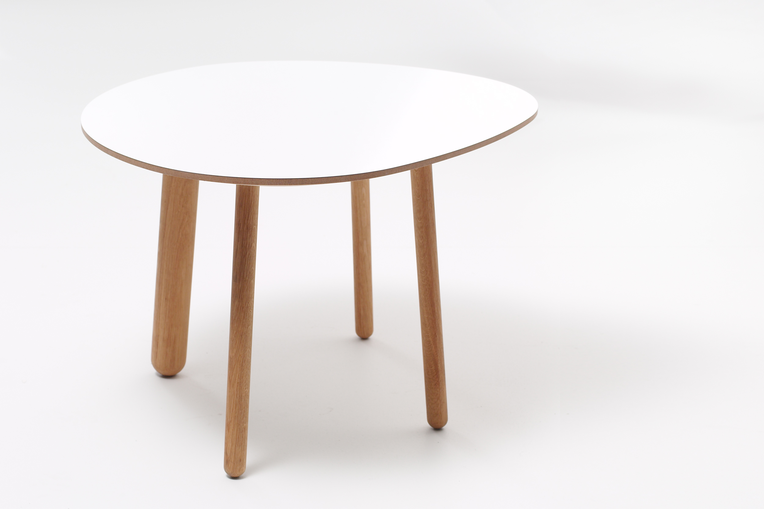 Morris coffee table model 1 in glossy white