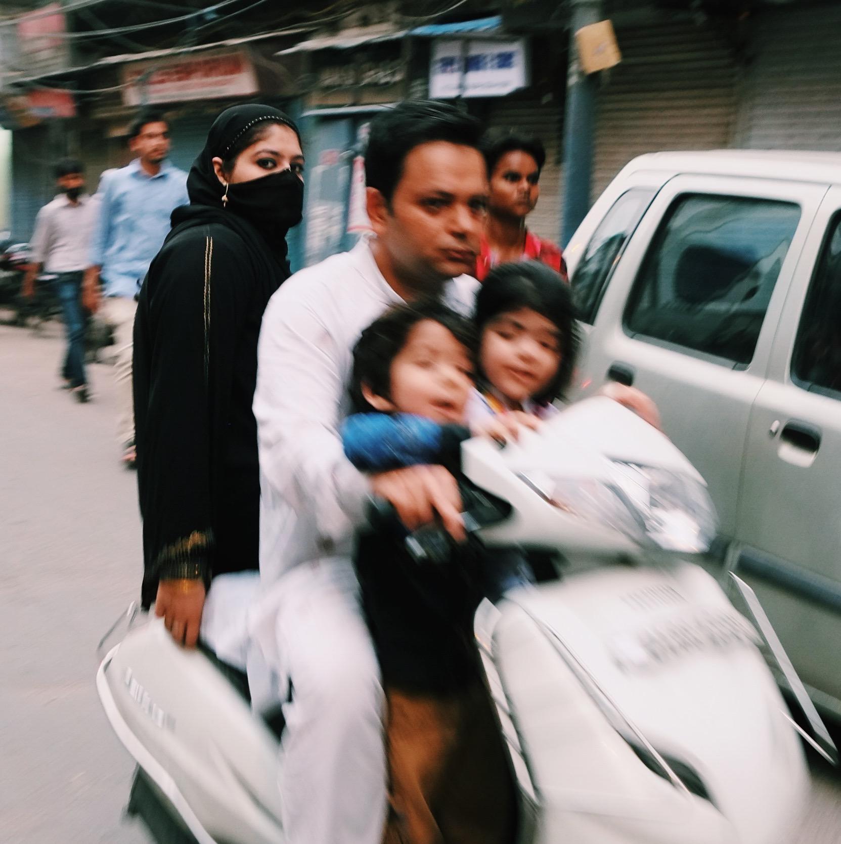 New Delhi family motorcycle India Joost Bastmeijer.jpeg
