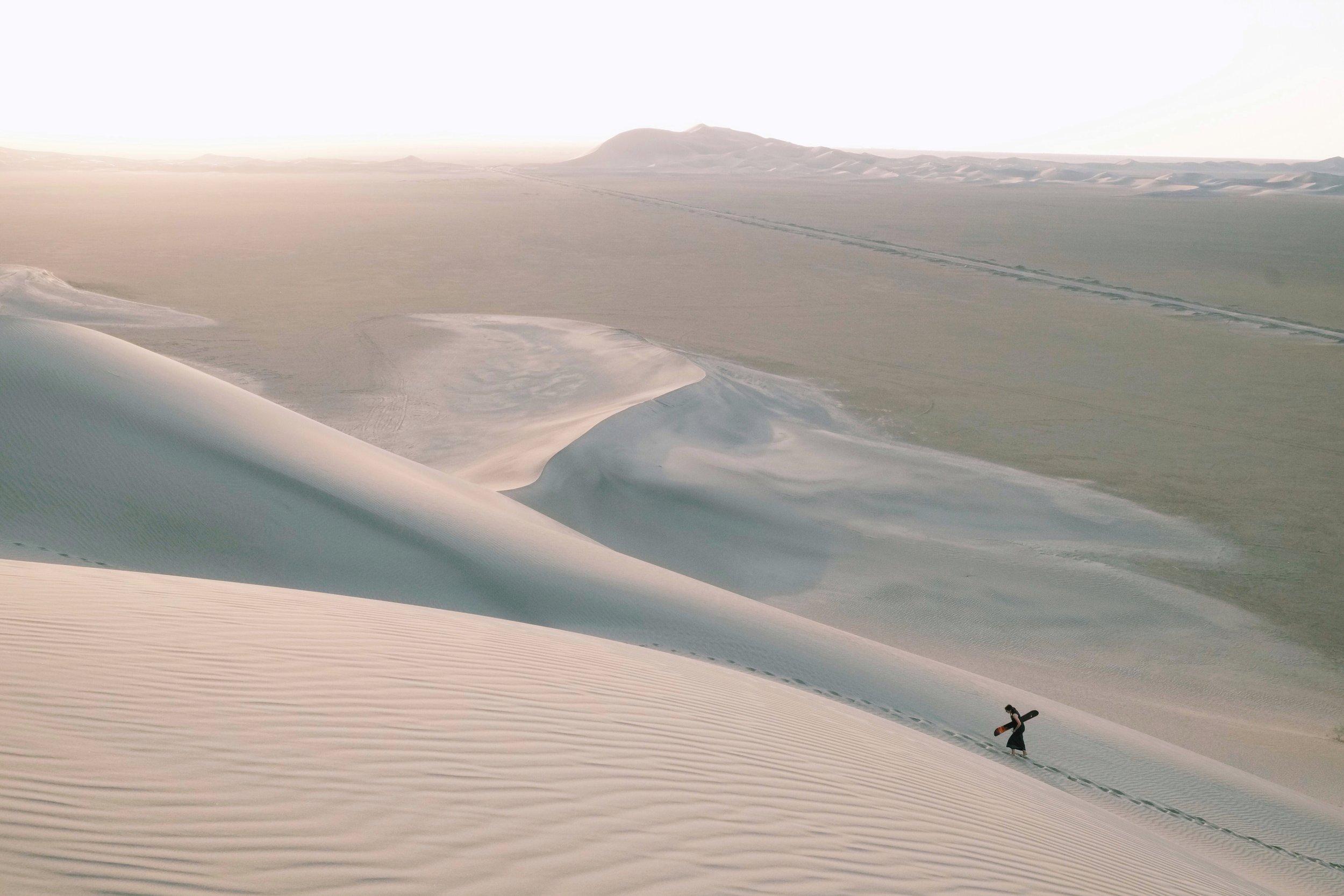 Yazd sand dunes desert in Iran by Joost Bastmeijer.jpeg