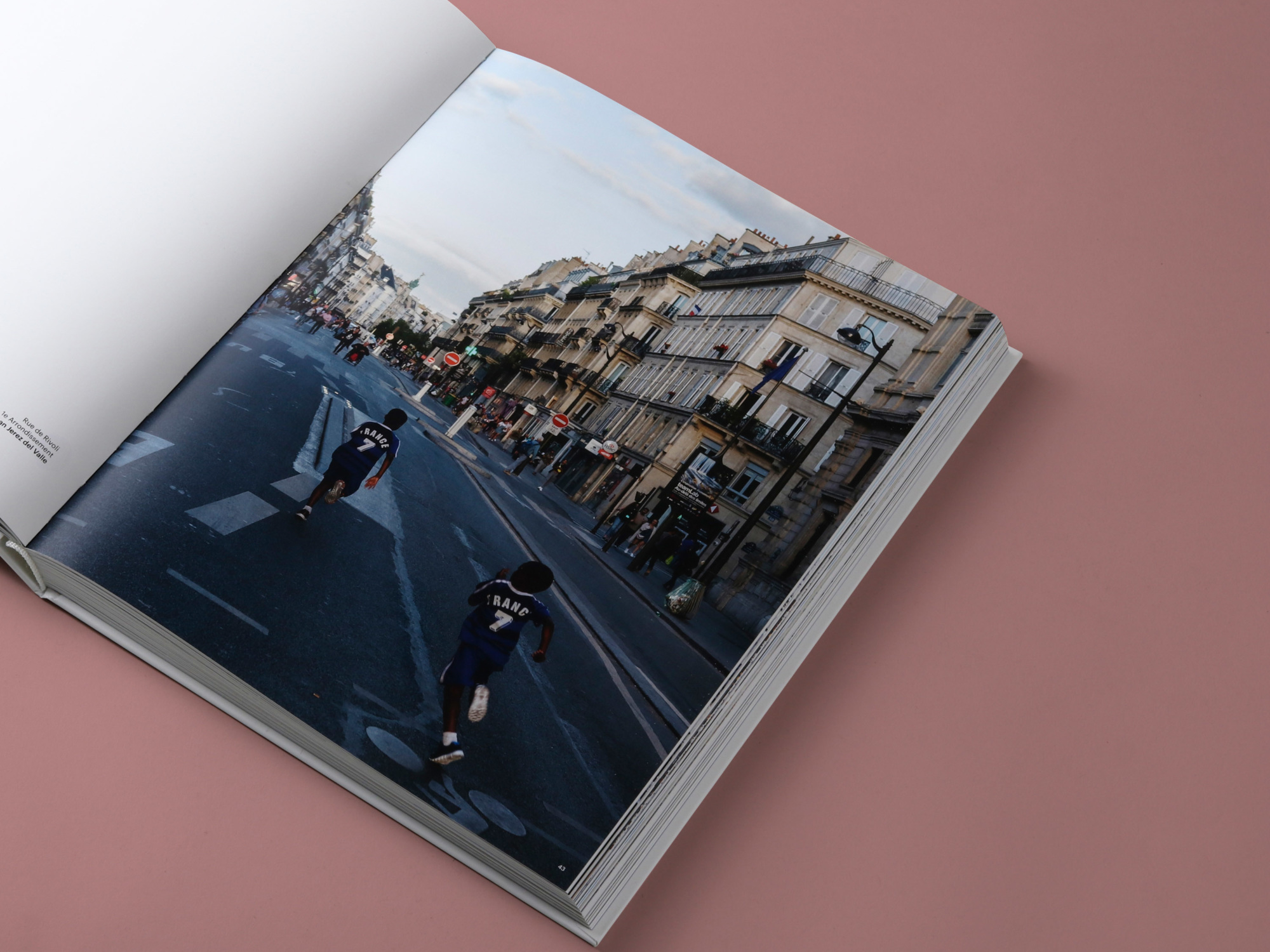 mendo-book-streets-of-paris-studio-4-2000x1500-c-default.jpg