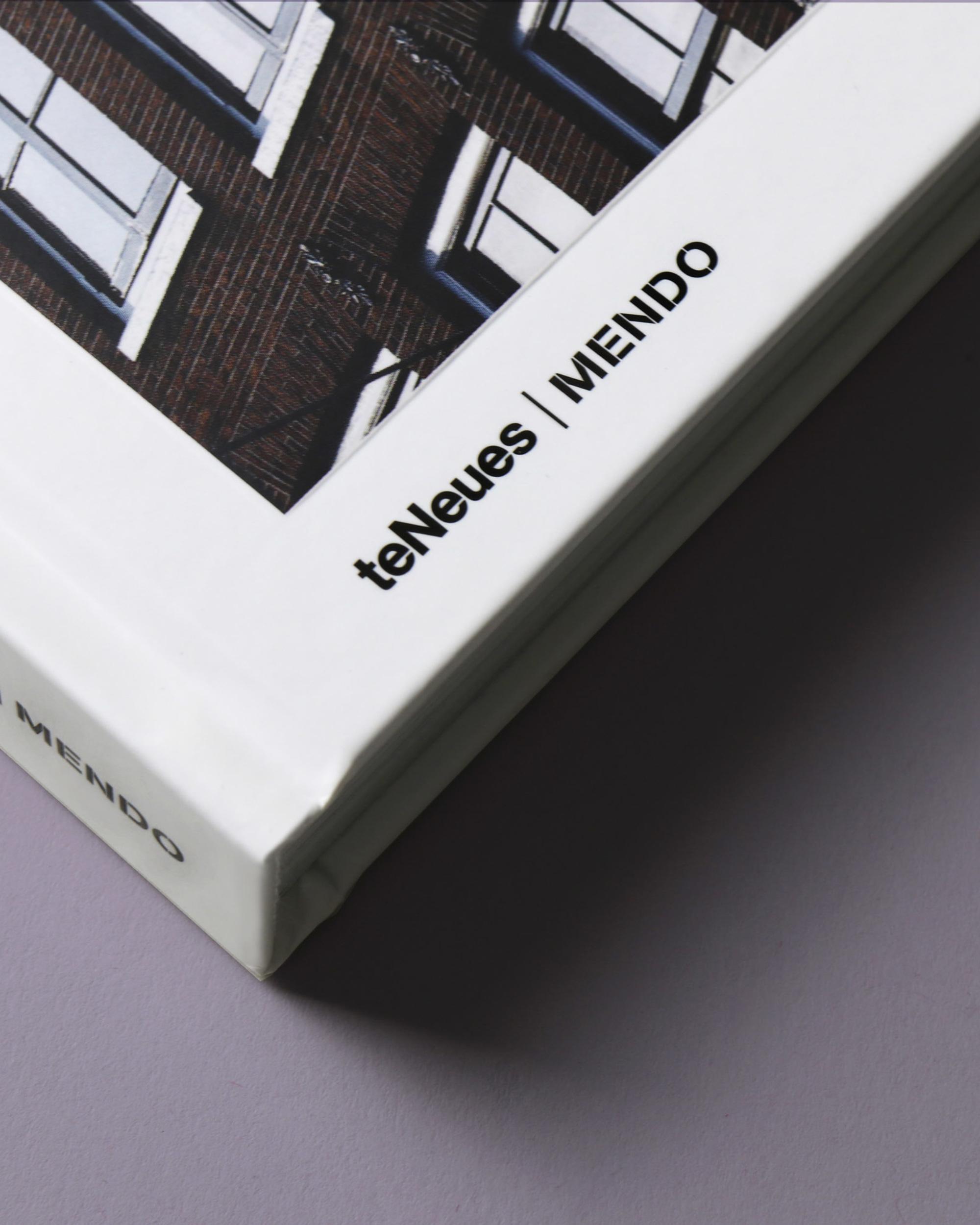 mendo-book-streets-of-amsterdam-studio-01-7-van-11-2000x2500-c-default.jpg