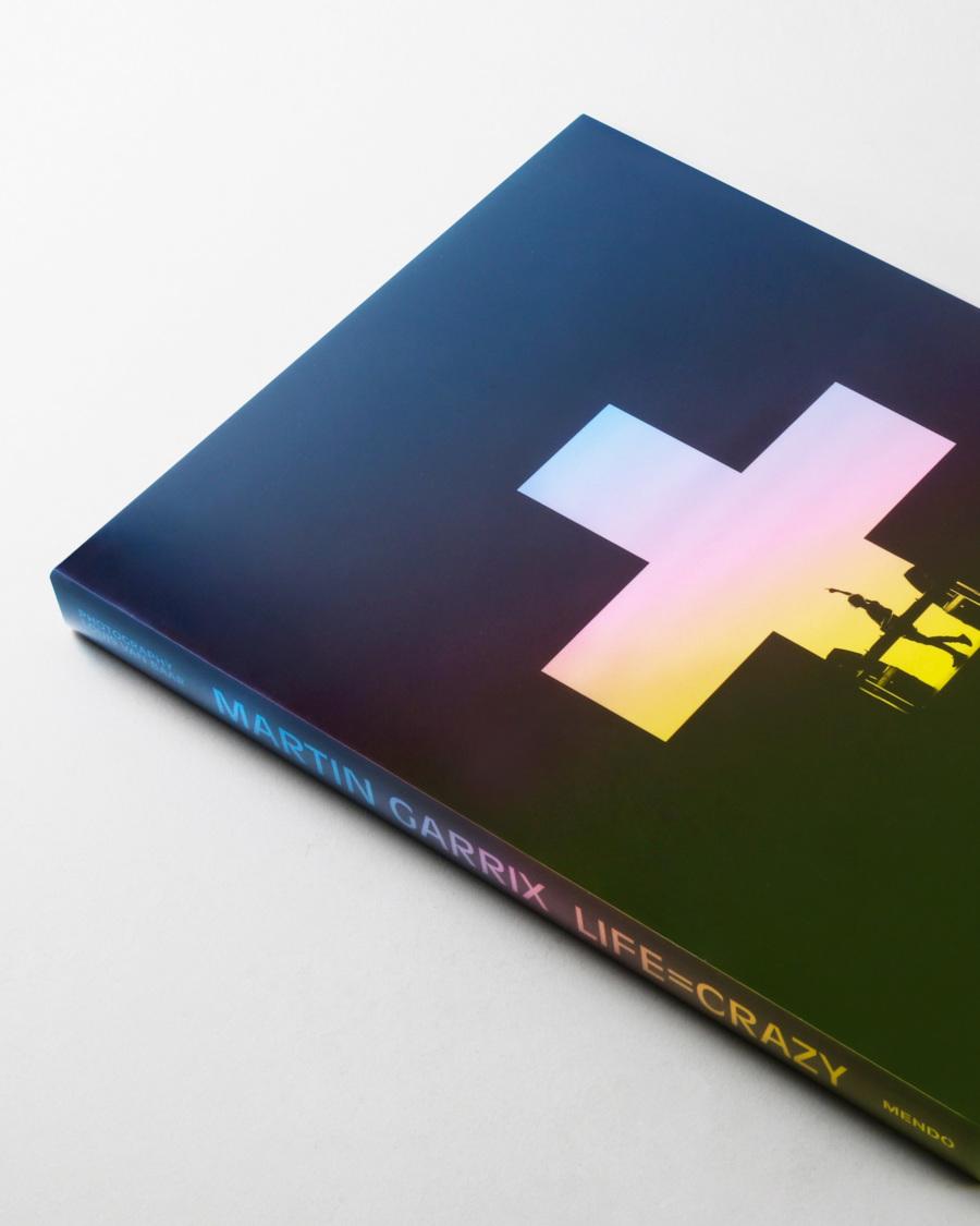 01mendo-book-martin-garrix-life-is-crazy-studio-gecropt-900x1125-c-default.jpg
