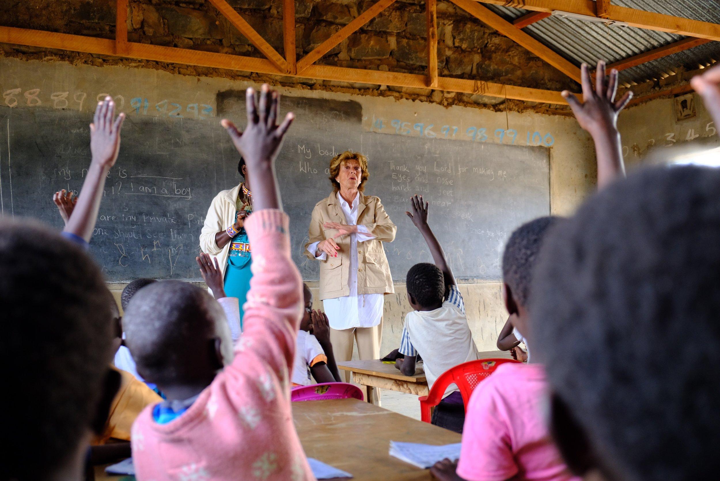 School visit with Neelie Kroes in Kenya by Joost Bastmeijer.JPG