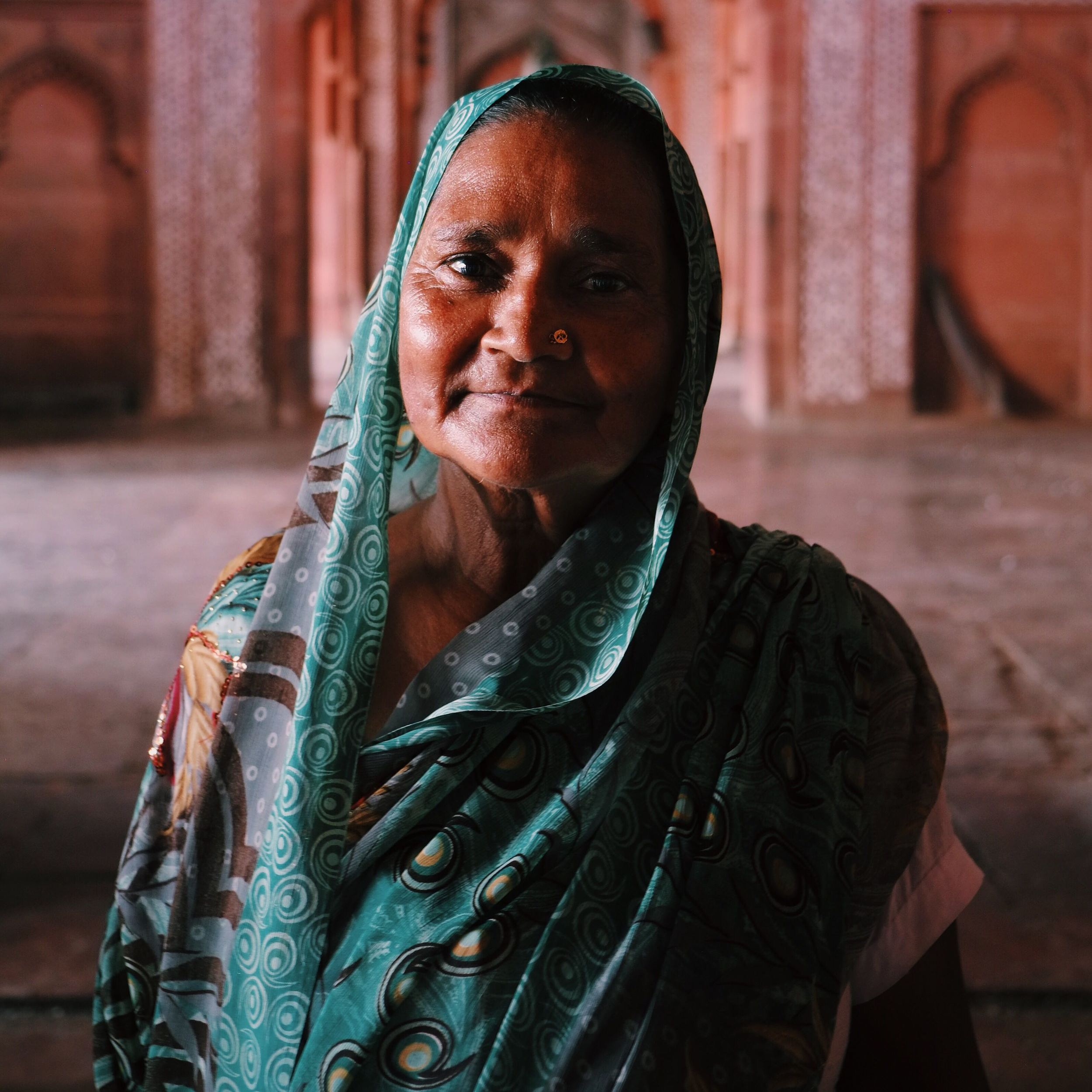 A lady poses in Fatehpur Sikris mosque.jpeg