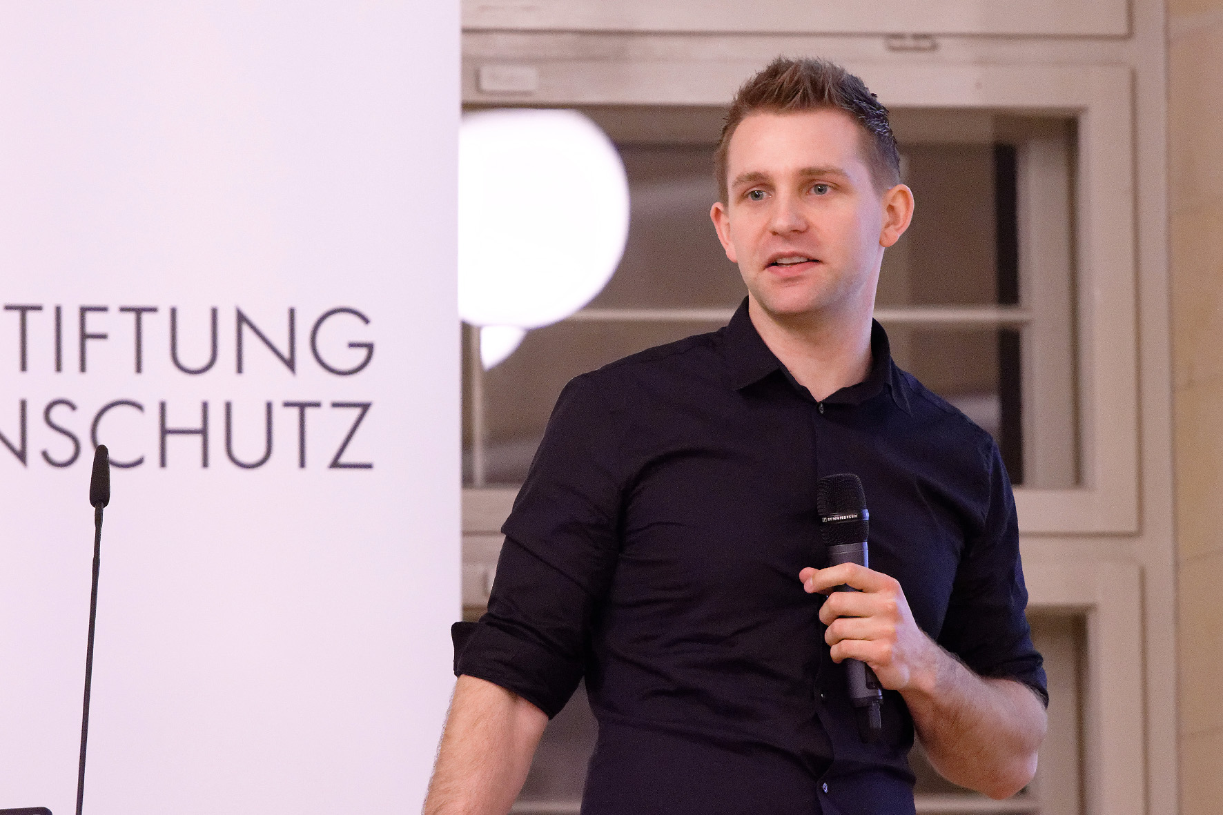 Max Schrems, Bürgerrechtler und Autor