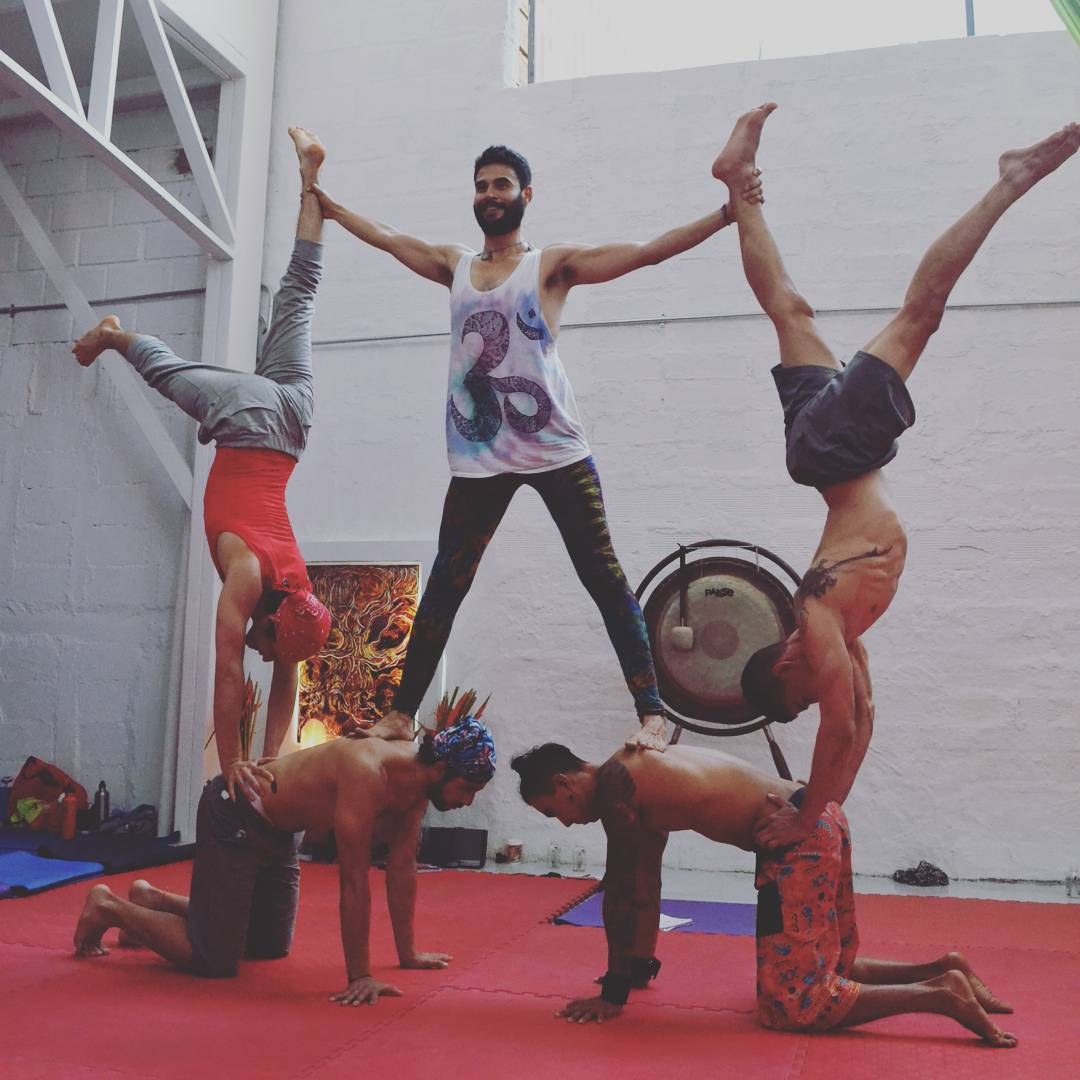 AcroYoga immersion in Medellin (Colombia)