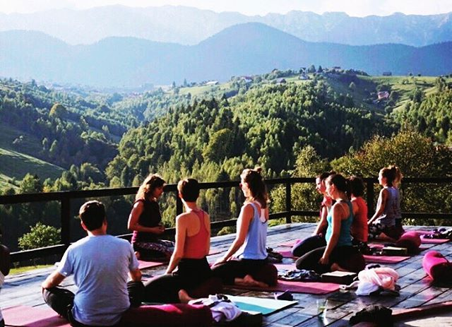 Countdown to our first summer retreat T-10 Days and a bit of ☀️ time on this yoga deck is 🔛! We can't wait to welcome 17 ladies from 11 countries to our yoga tribe in #Transylvania . We've still got a couple of spots left if you're feeling the call of these mountains 🙏 check link in bio, save 20% off last minute & pack sun lotion!
