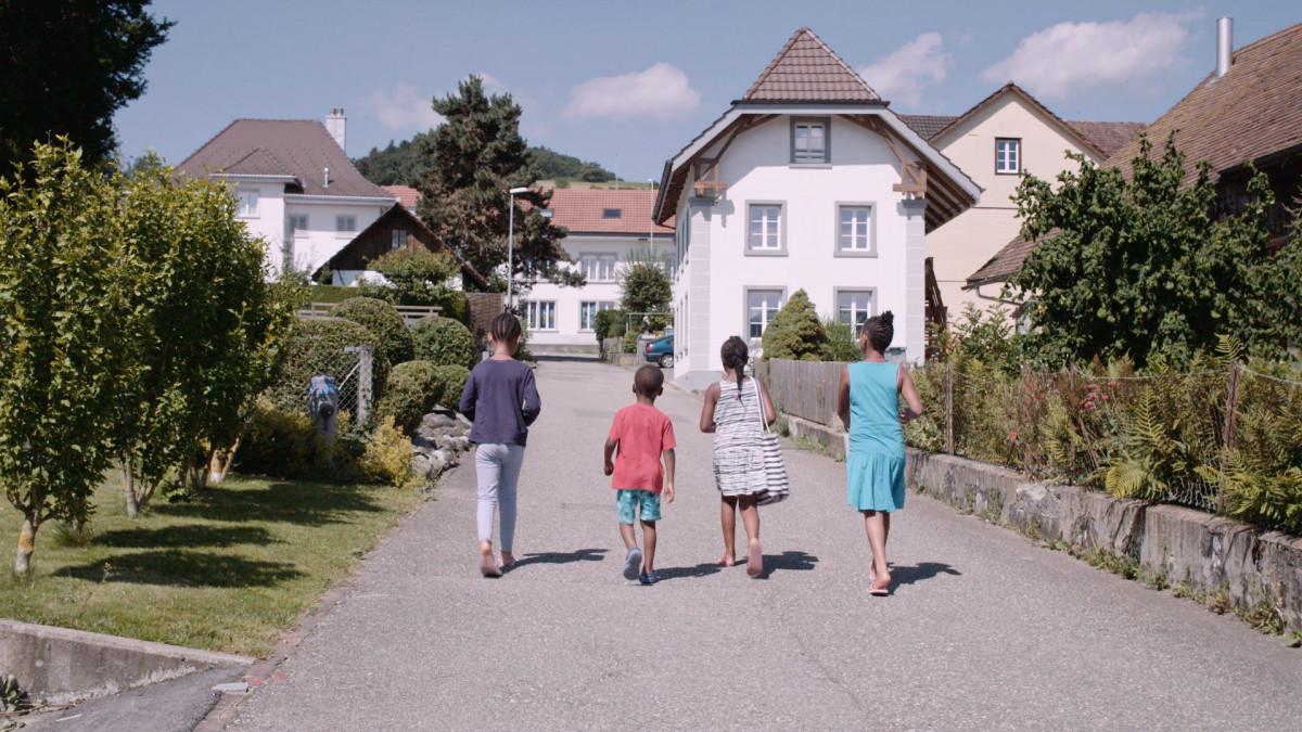 WILLKOMMEN IN DER SCHWEIZ  /  WELCOME TO SWITZERLAND  by Sabine Gisiger , 2017 - Documentary 83'  DIALOGUE EDITING