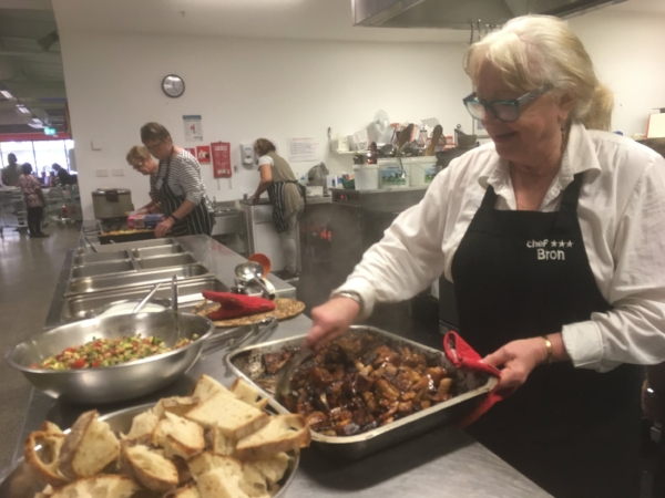 Bronnie and the team in full-swing. Creating lunch for over 200 volunteers and refugees in just three hours was impressive - and fun!