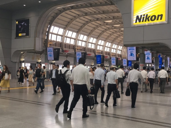 It seemed that Japanese men didn't shake off their school uniform look. It was all white shirts and dark pants, while the ladies were imppecibly stylish.