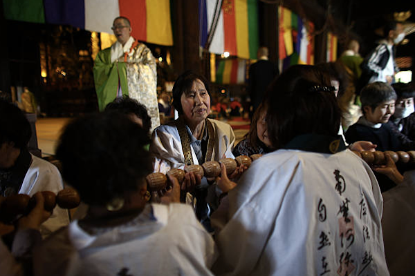 An image showing the ceremony we took part in at the Chionji temple.