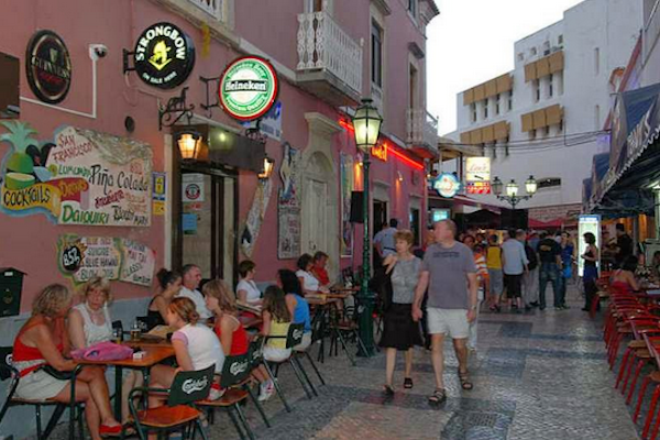 The streets of Old Town were busy day and night - we were happy to be here in May before the summer season kicked in and the city and the beaches became over crowded.