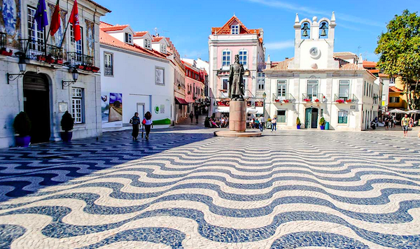 The black and white tiles all through town were just like the ones we saw all over Rio de Janerio.