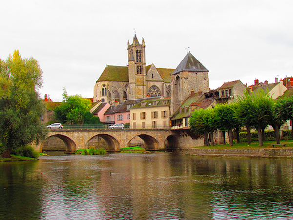 Crossing the bridge into Moret-sur-Loing takes you back in time.