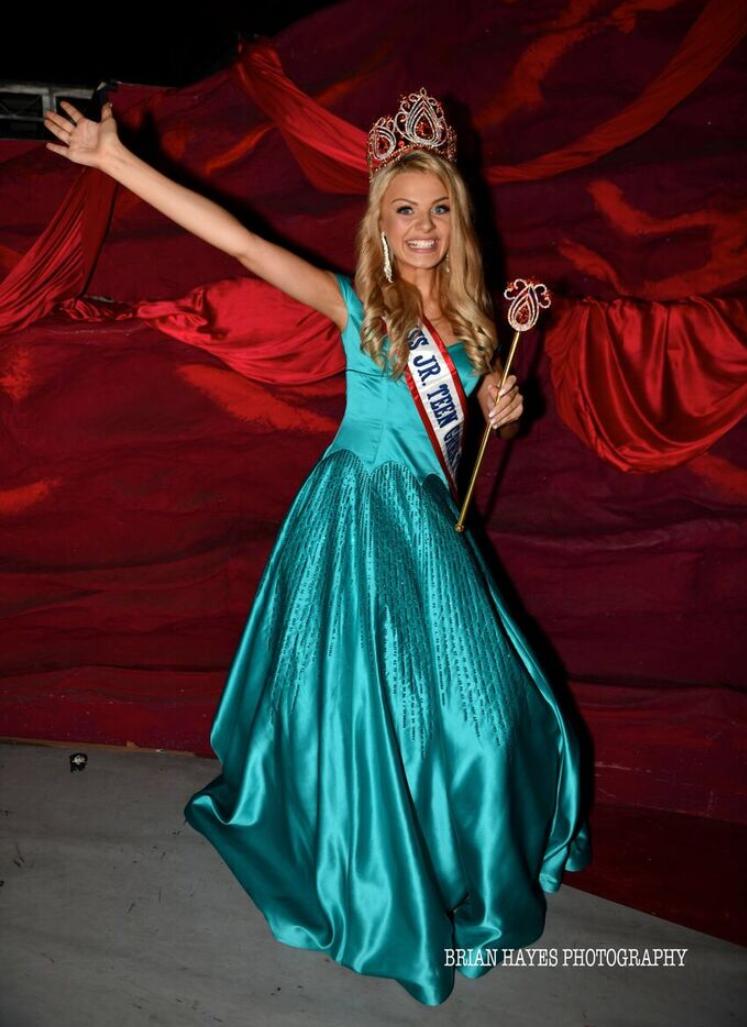 Eddison being crowned as Miss Junior Teen Great Britain!