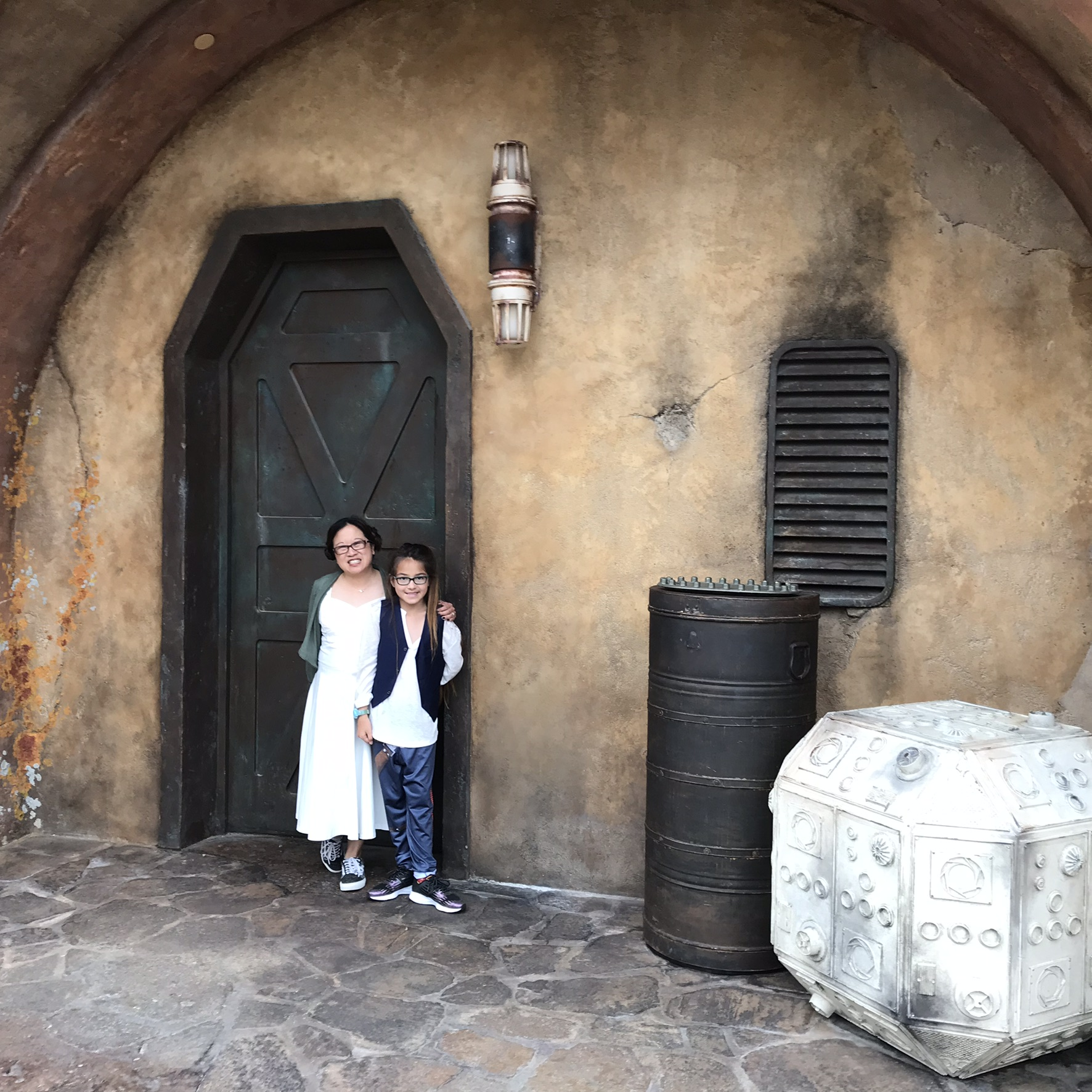 Leia and Han at their vacation home on Batuu.