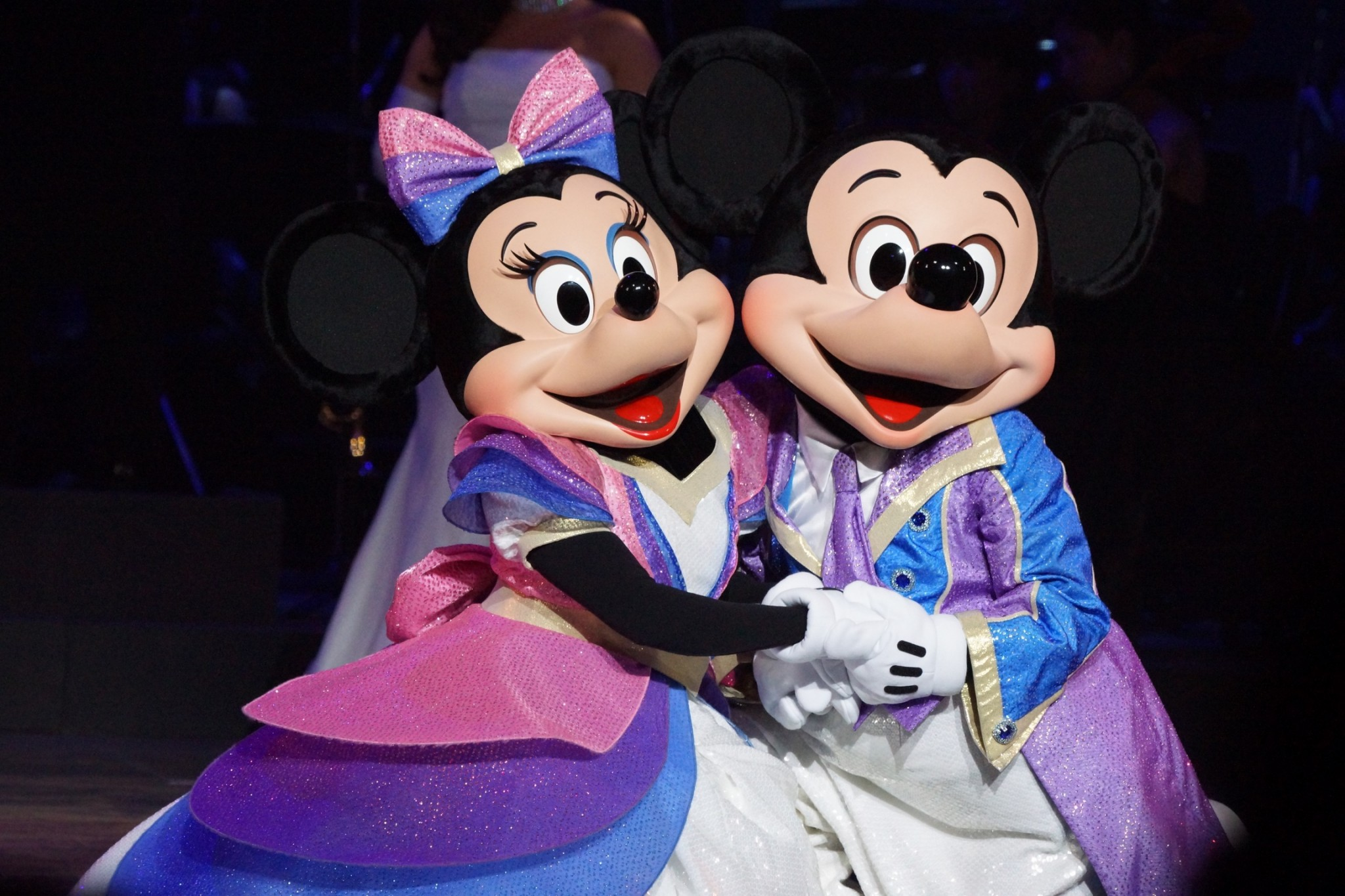 Minnie and Mickey at Valentine Nights 2015. Photo by   Patricia   at   TDR Explorer.