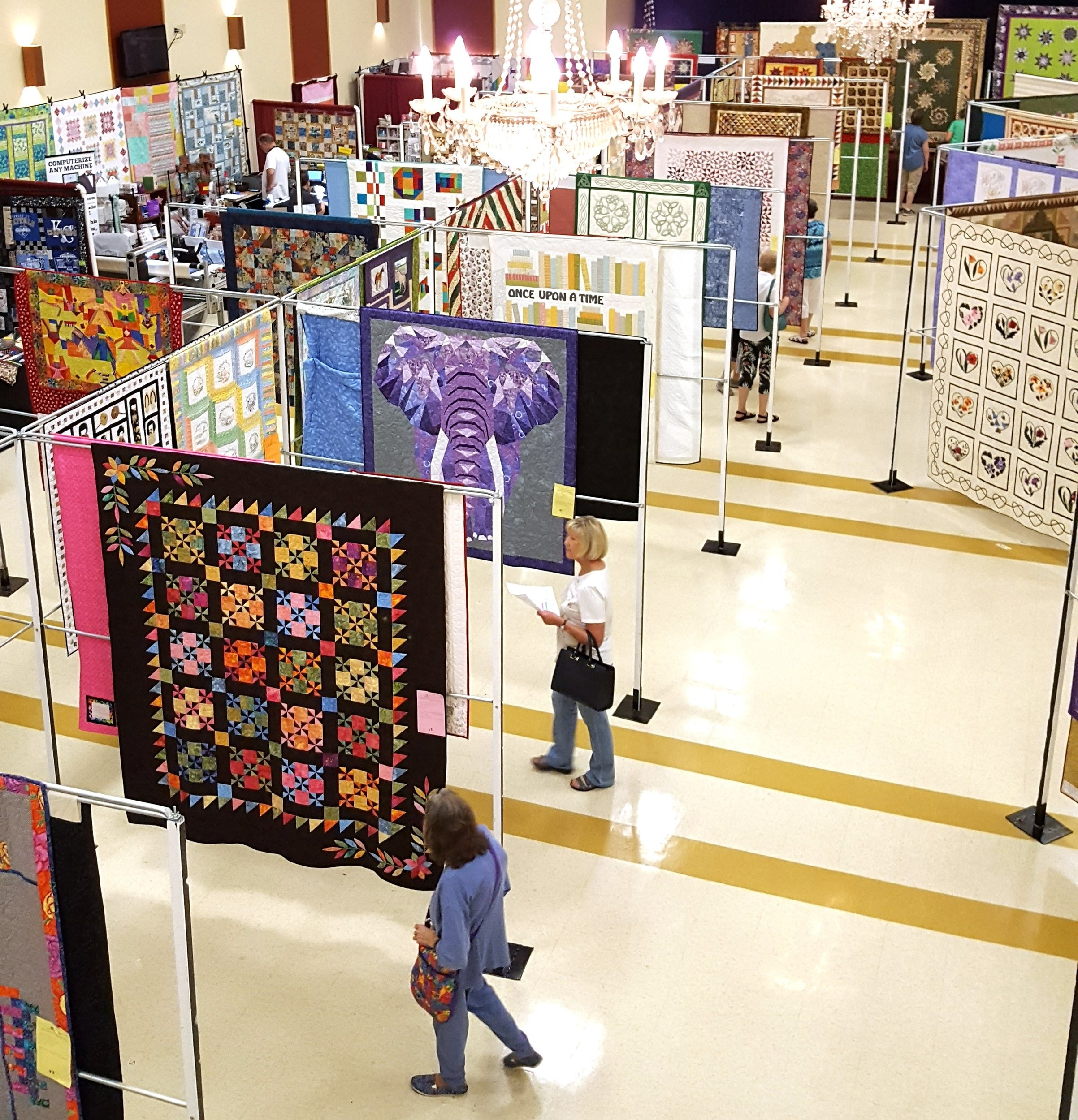 quilt show to the left.jpg
